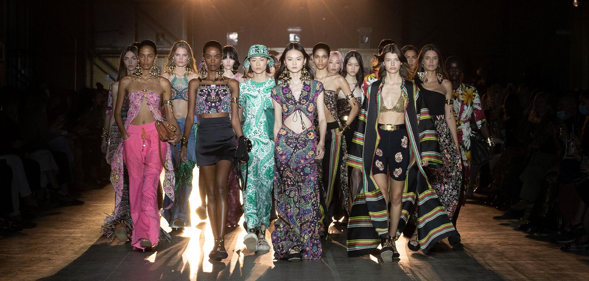 ETRO_WOMEN'S SPRING-SUMMER 2022 FASHION SHOW