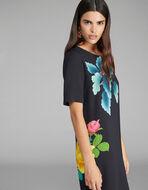 长款宽松式印花连衣裙