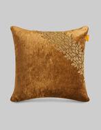VELVET THROW PILLOW WITH RIBBON