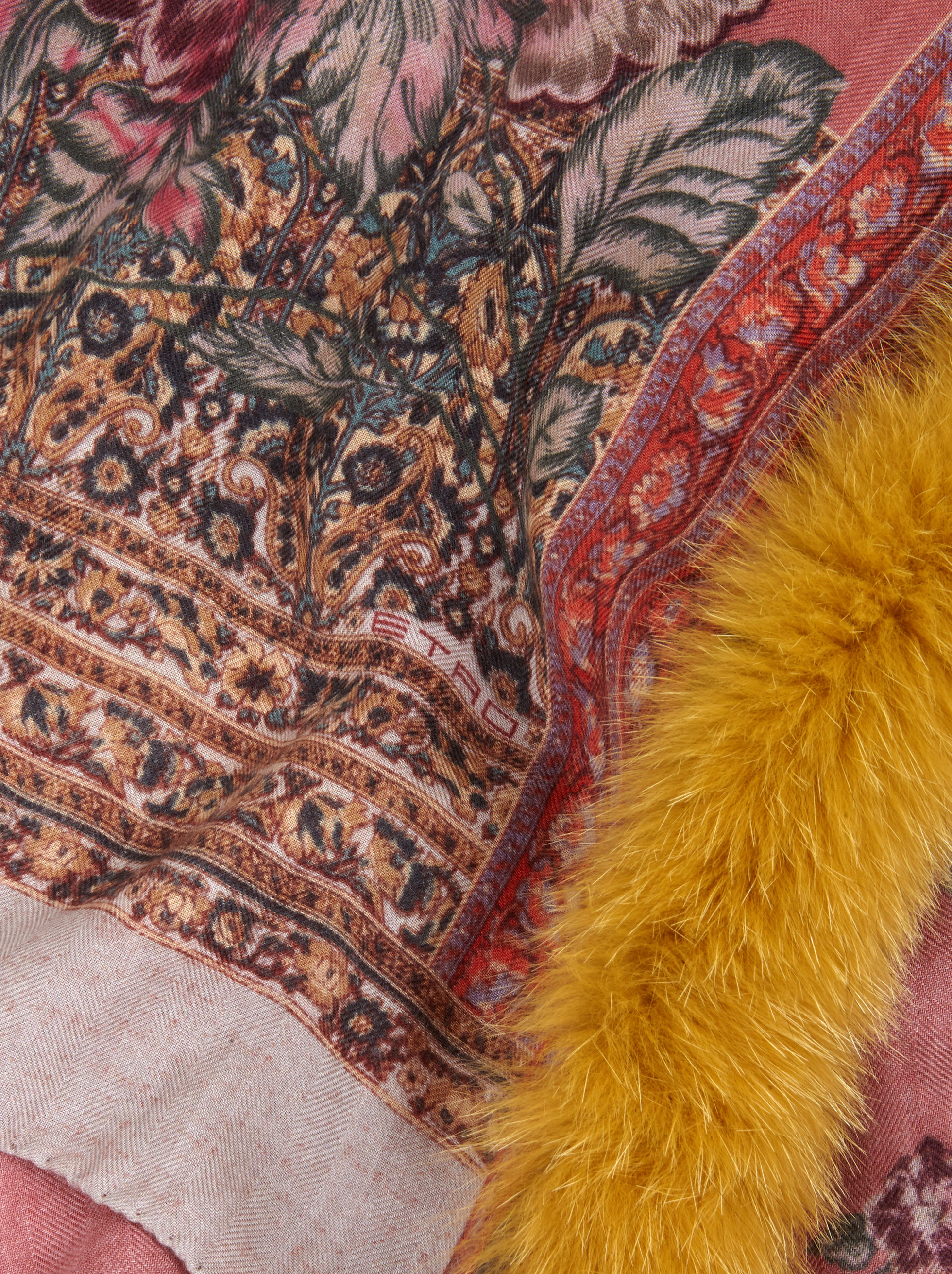SCARF WITH FUR AND FLORAL PATTERNS