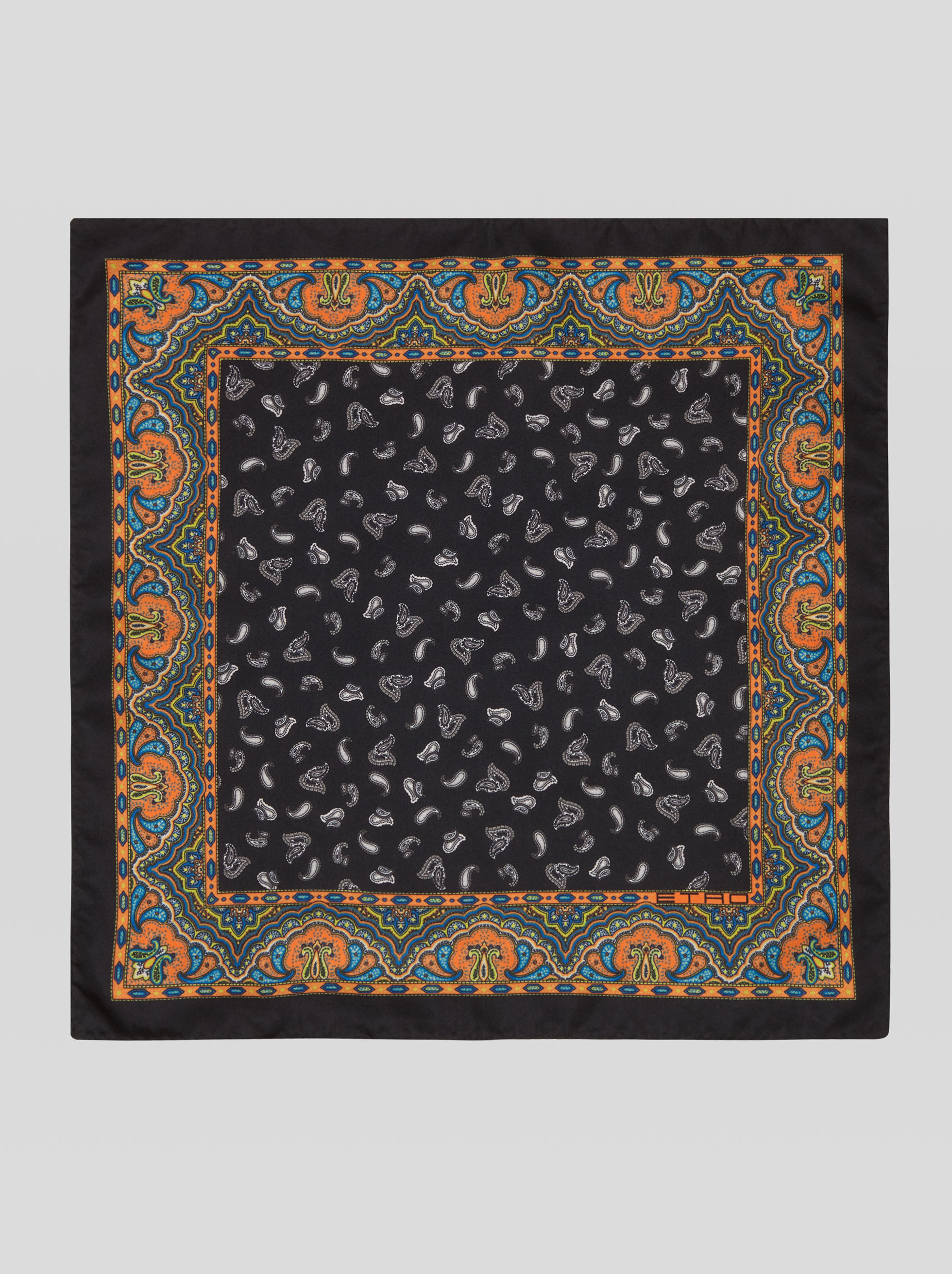 POCKET SQUARE WITH PAISLEY PATTERN