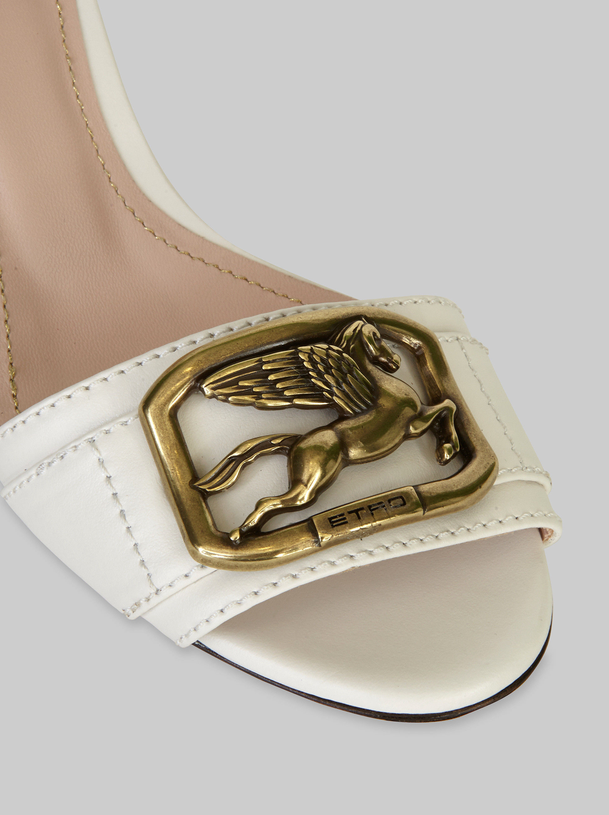 LEATHER PEGASO SANDALS