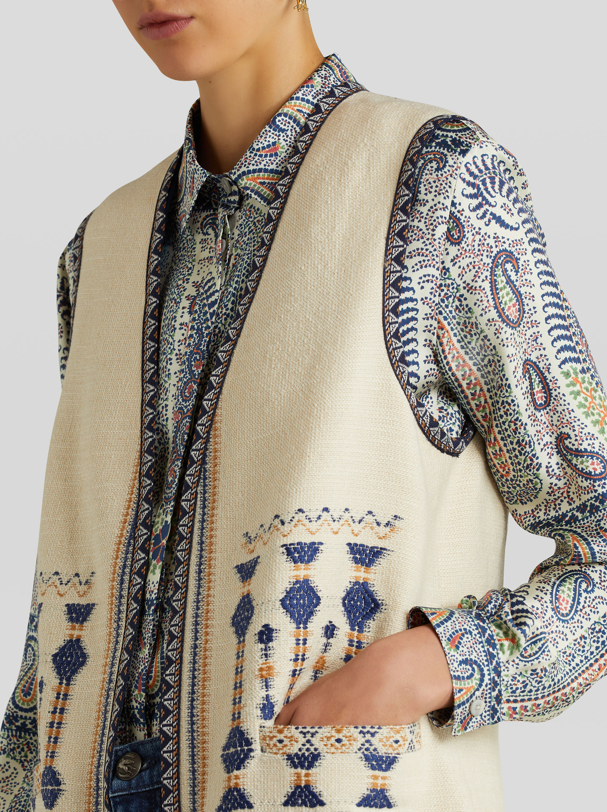 JACQUARD WAISTCOAT WITH GEOMETRIC PATTERN