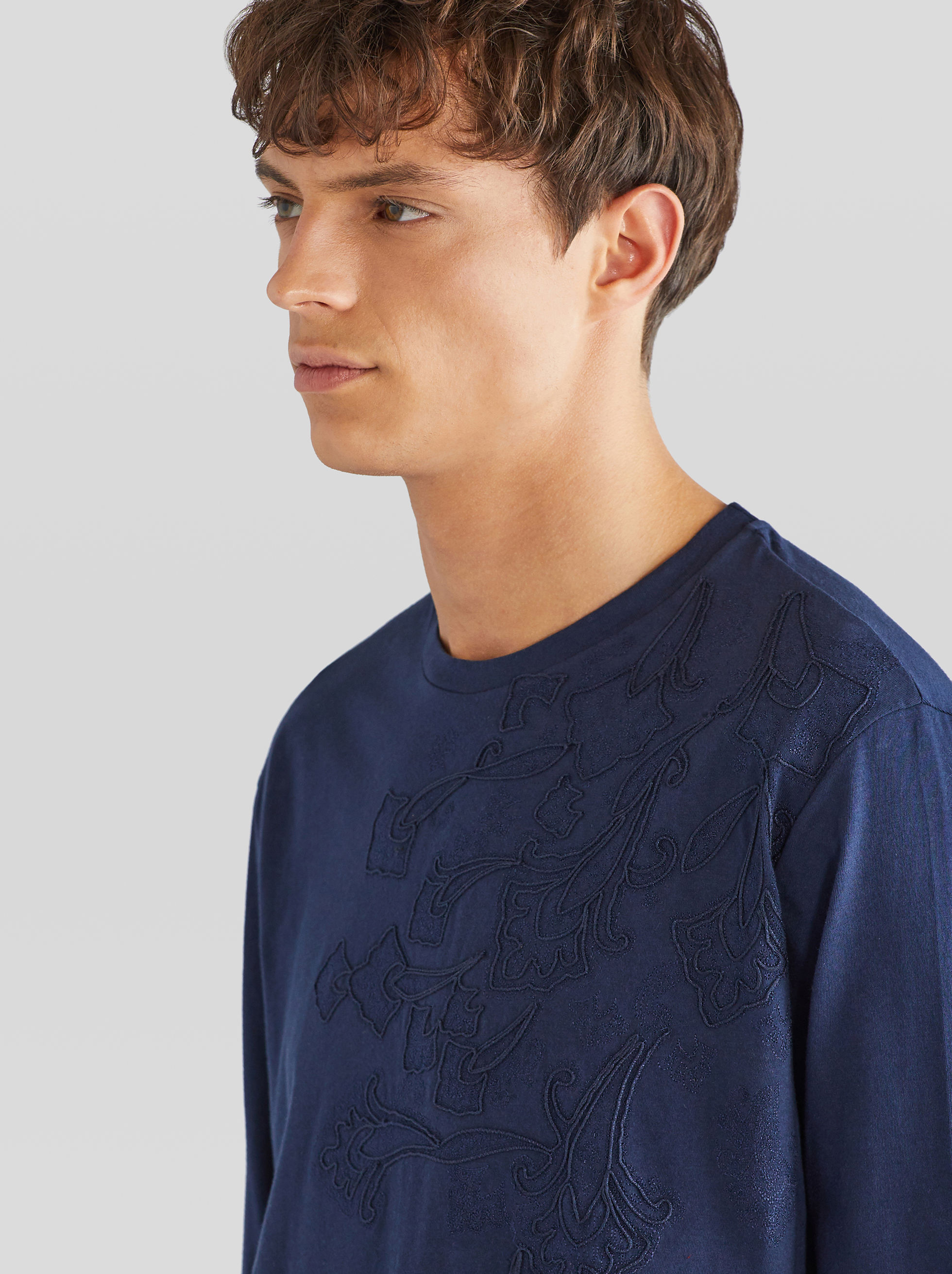 LONG-SLEEVED EMBROIDERED T-SHIRT