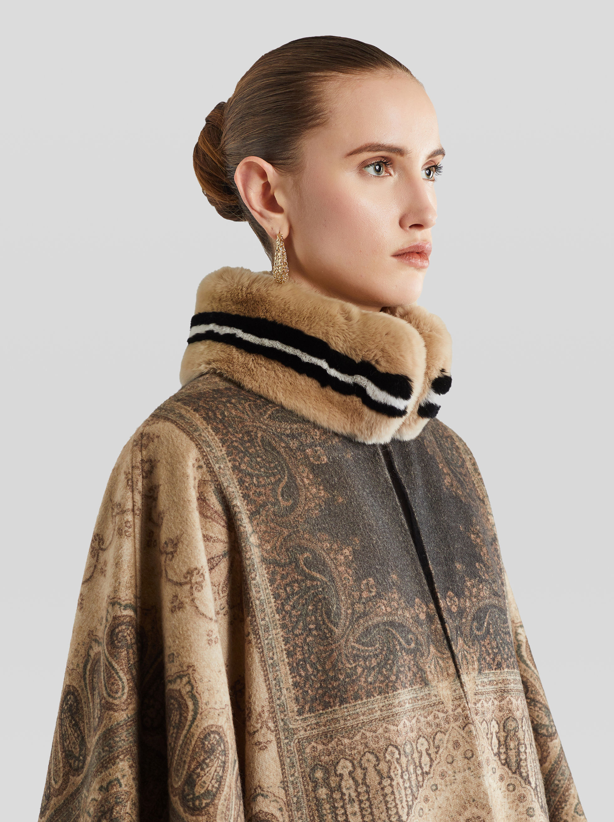 CASHMERE AND FUR PONCHO
