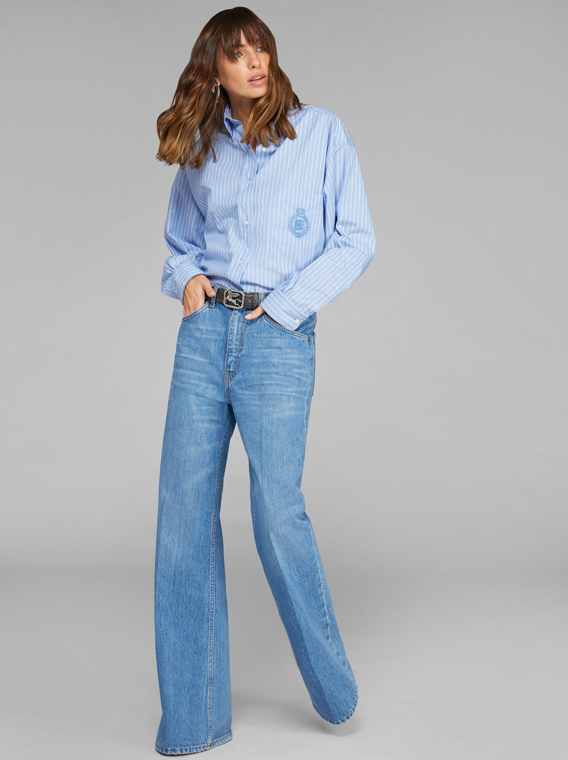 FLARED HIGH-WAISTED JEANS