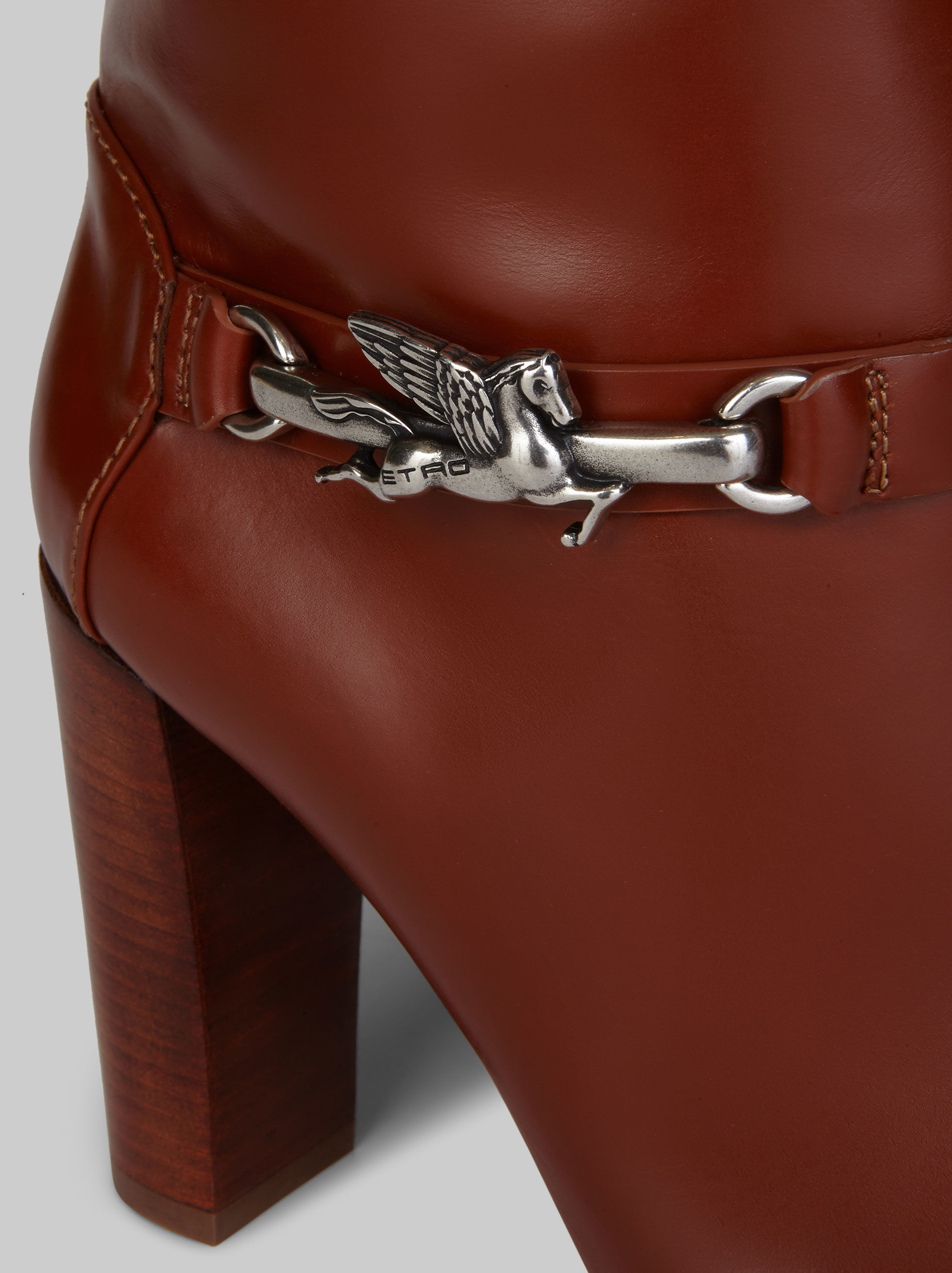 LEATHER BOOTS WITH PEGASO