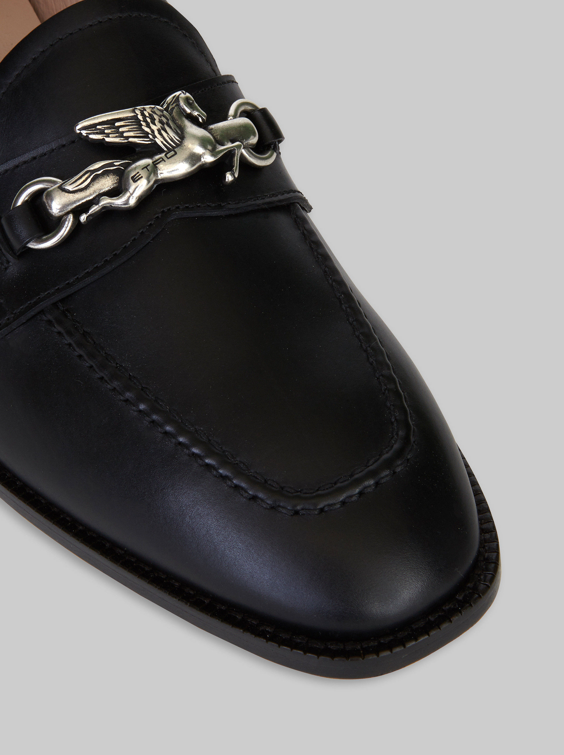 LEATHER MOCCASINS WITH PEGASO