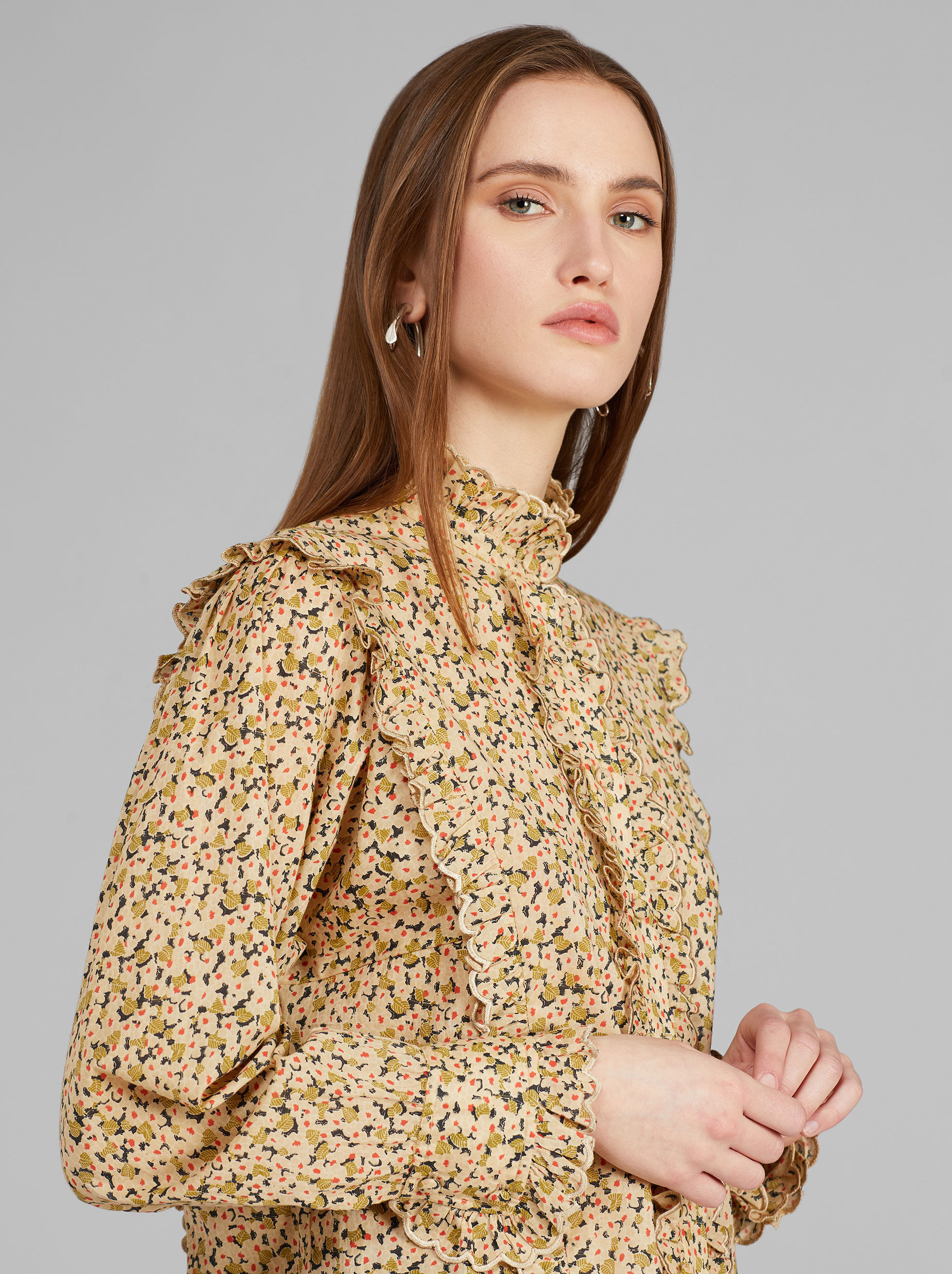 FLORAL PRINT RUCHED SHIRT