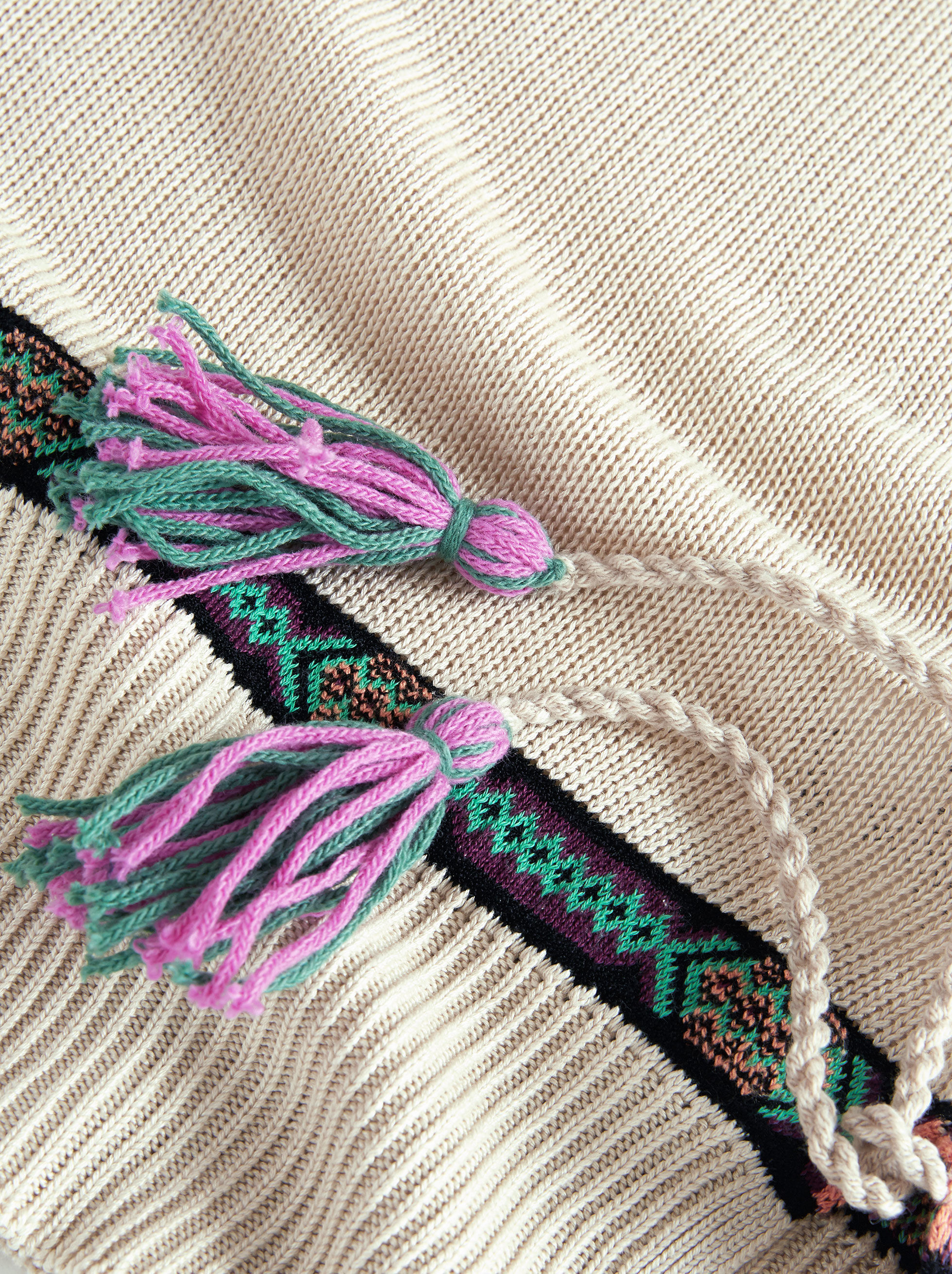 SHORT-SLEEVED JUMPER WITH RIBBONS AND TASSELS