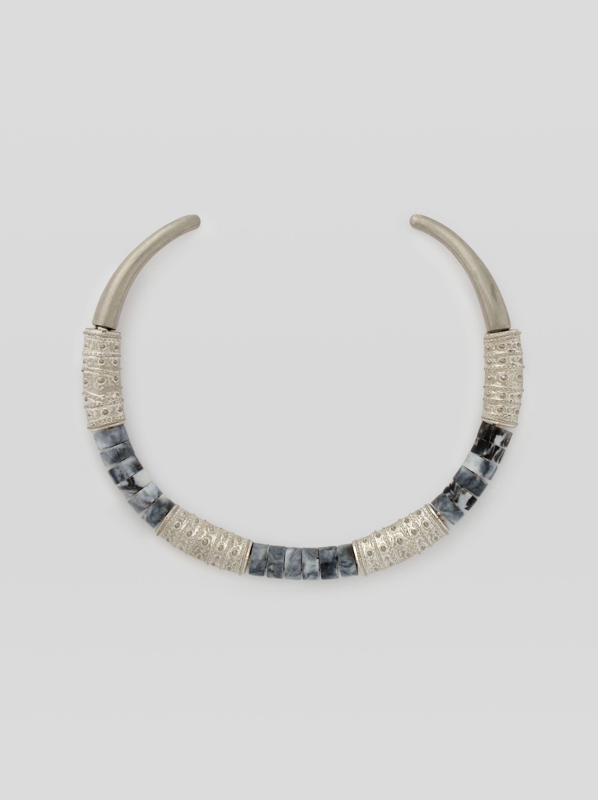 CHOKER WITH ORNAMENTAL PATTERNS