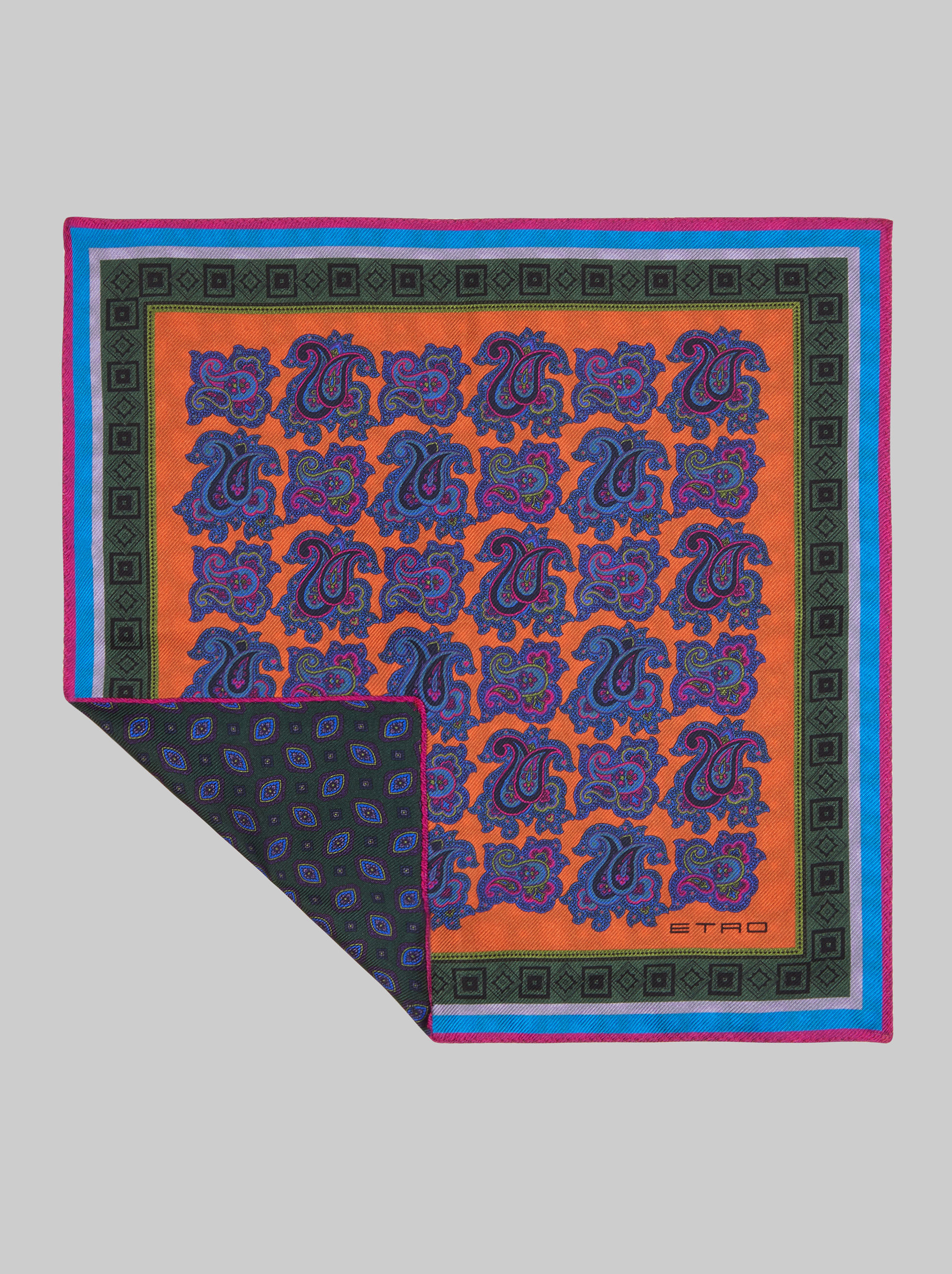DOUBLE-PRINT POCKET SQUARE