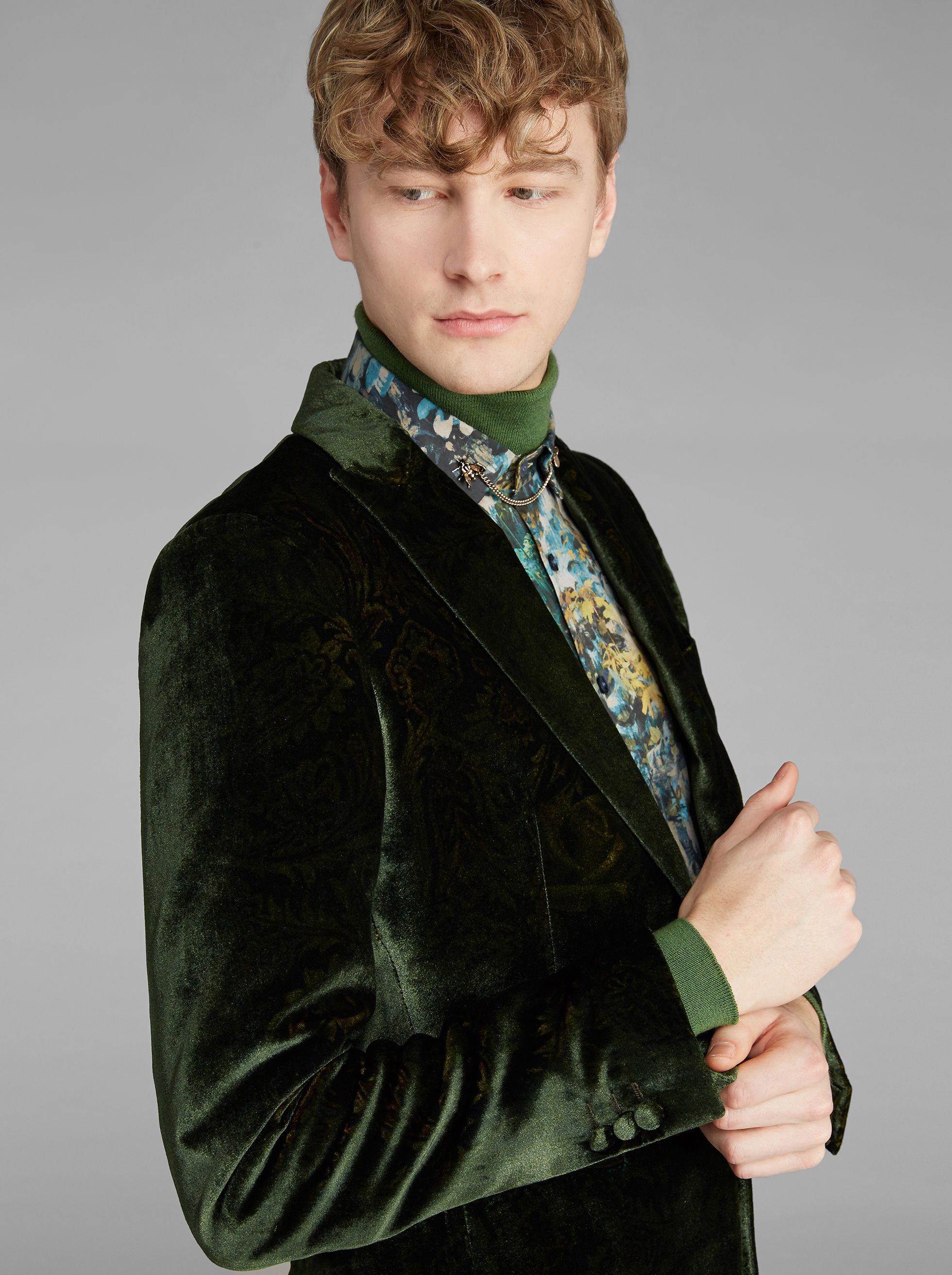 SEMI-TRADITIONAL VELVET JACKET