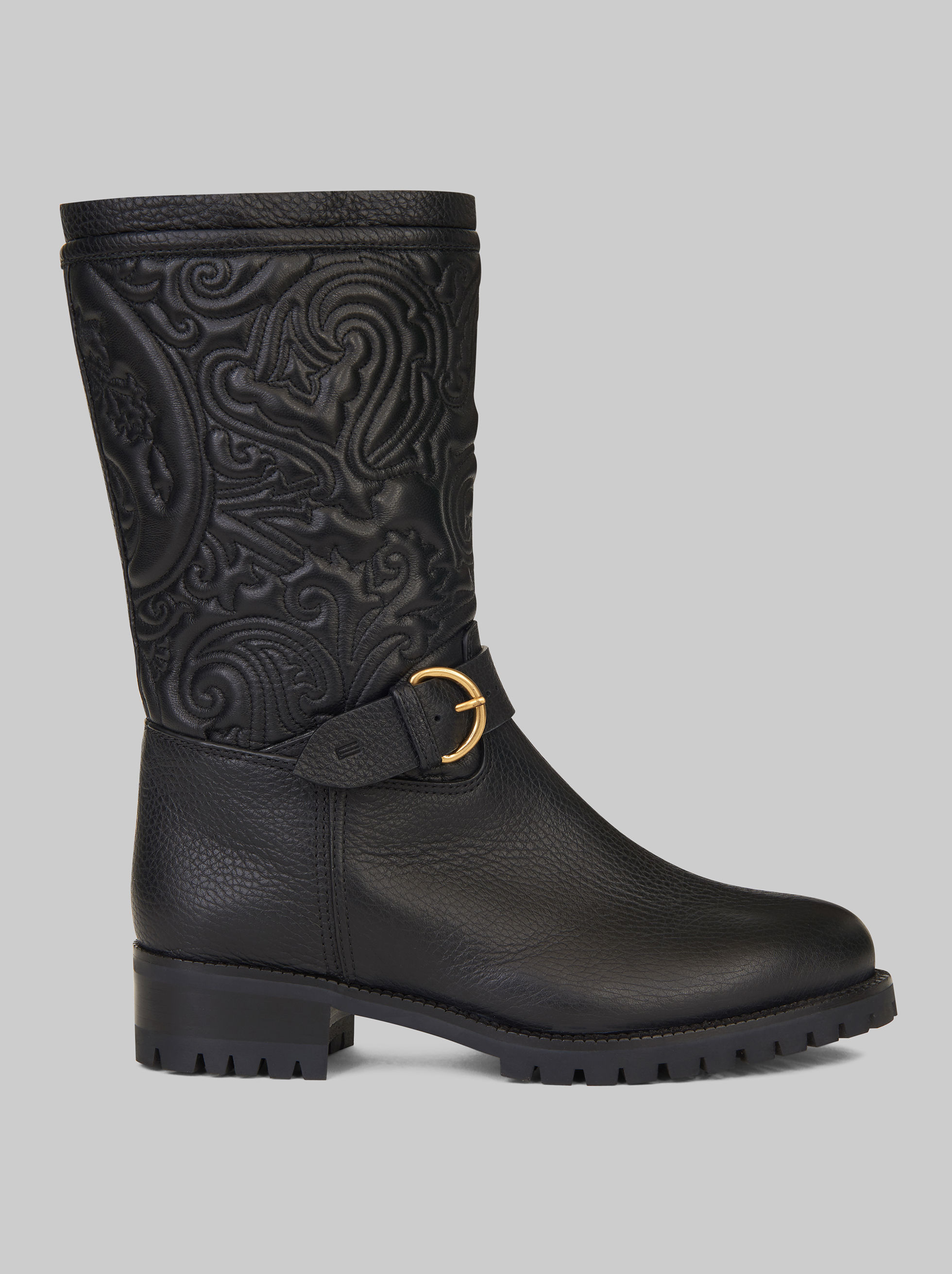 BOTAS CON ESTAMPADO PAISLEY EN RELIEVE