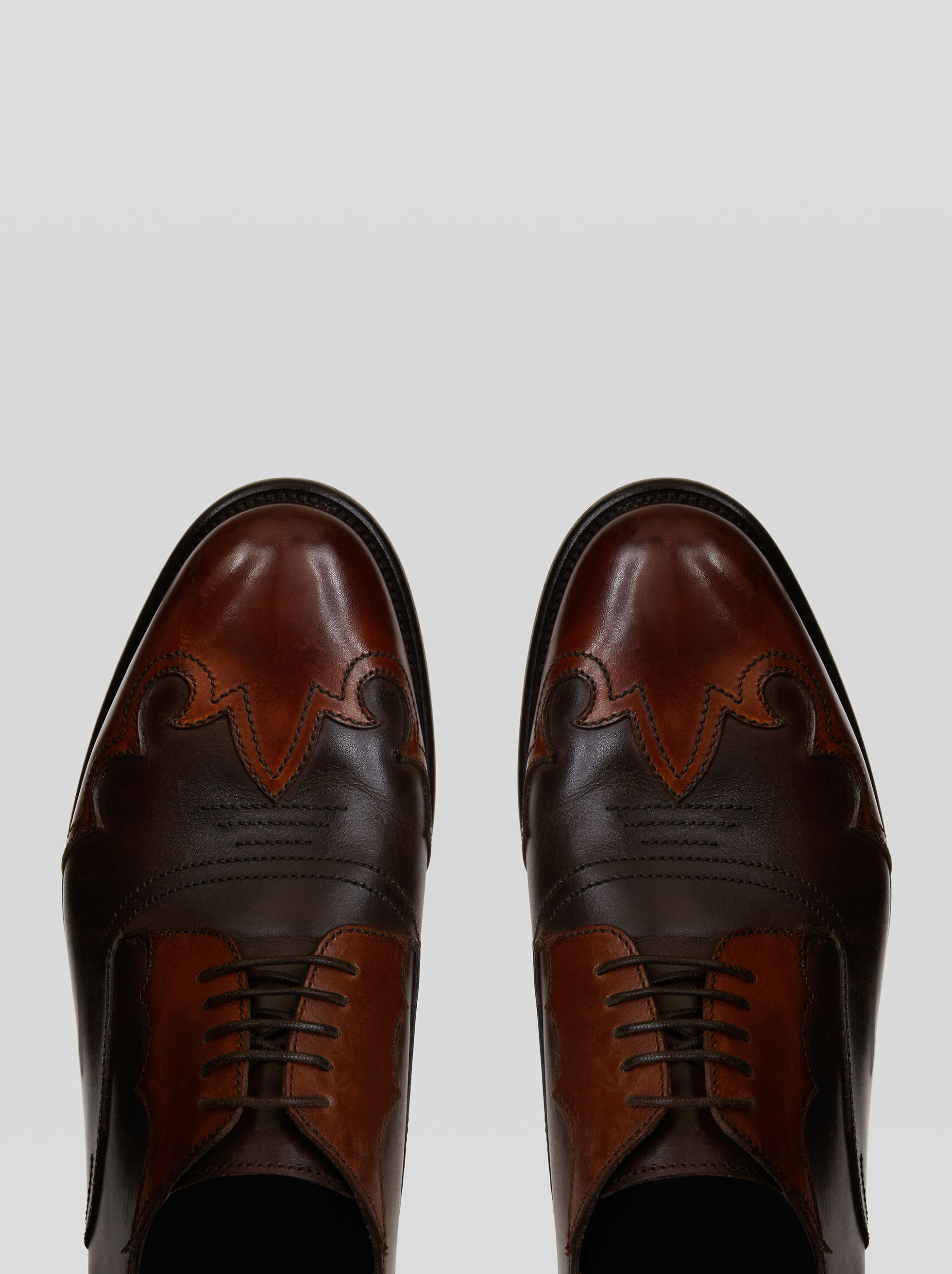 LACED SHOES WITH INLAY