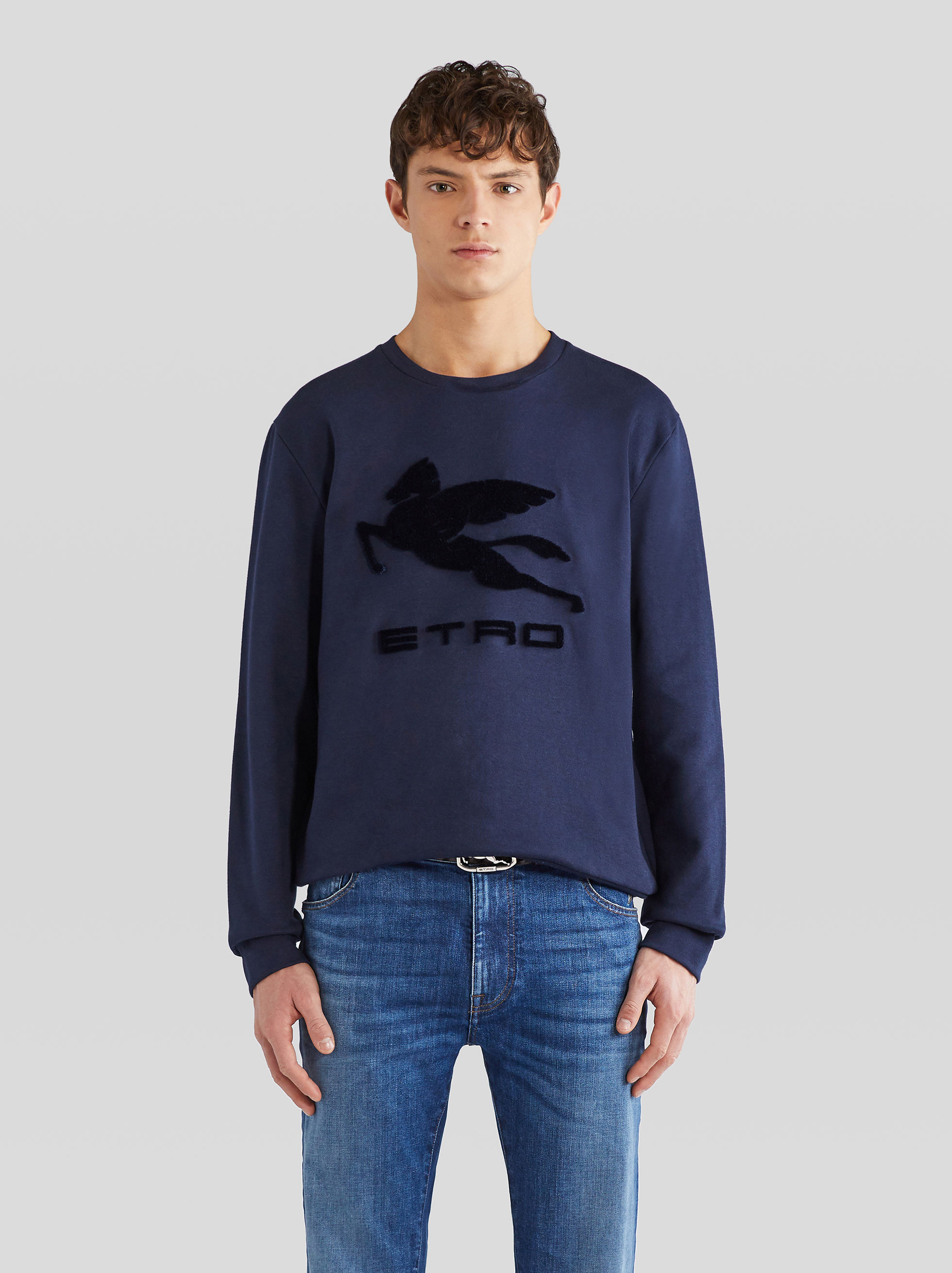 SWEATSHIRT WITH EMBROIDERED PEGASO