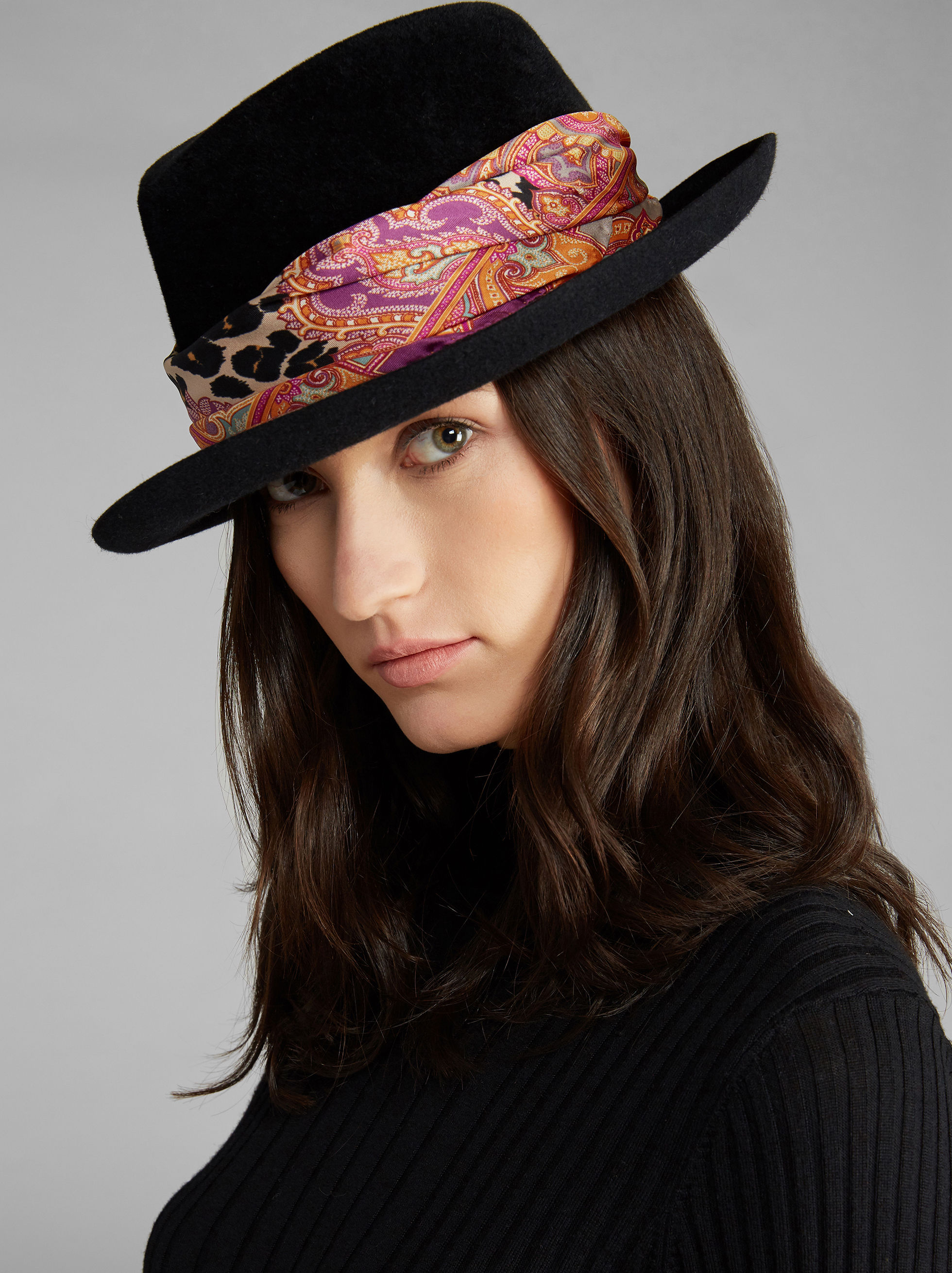 HAT WITH SILK BAND