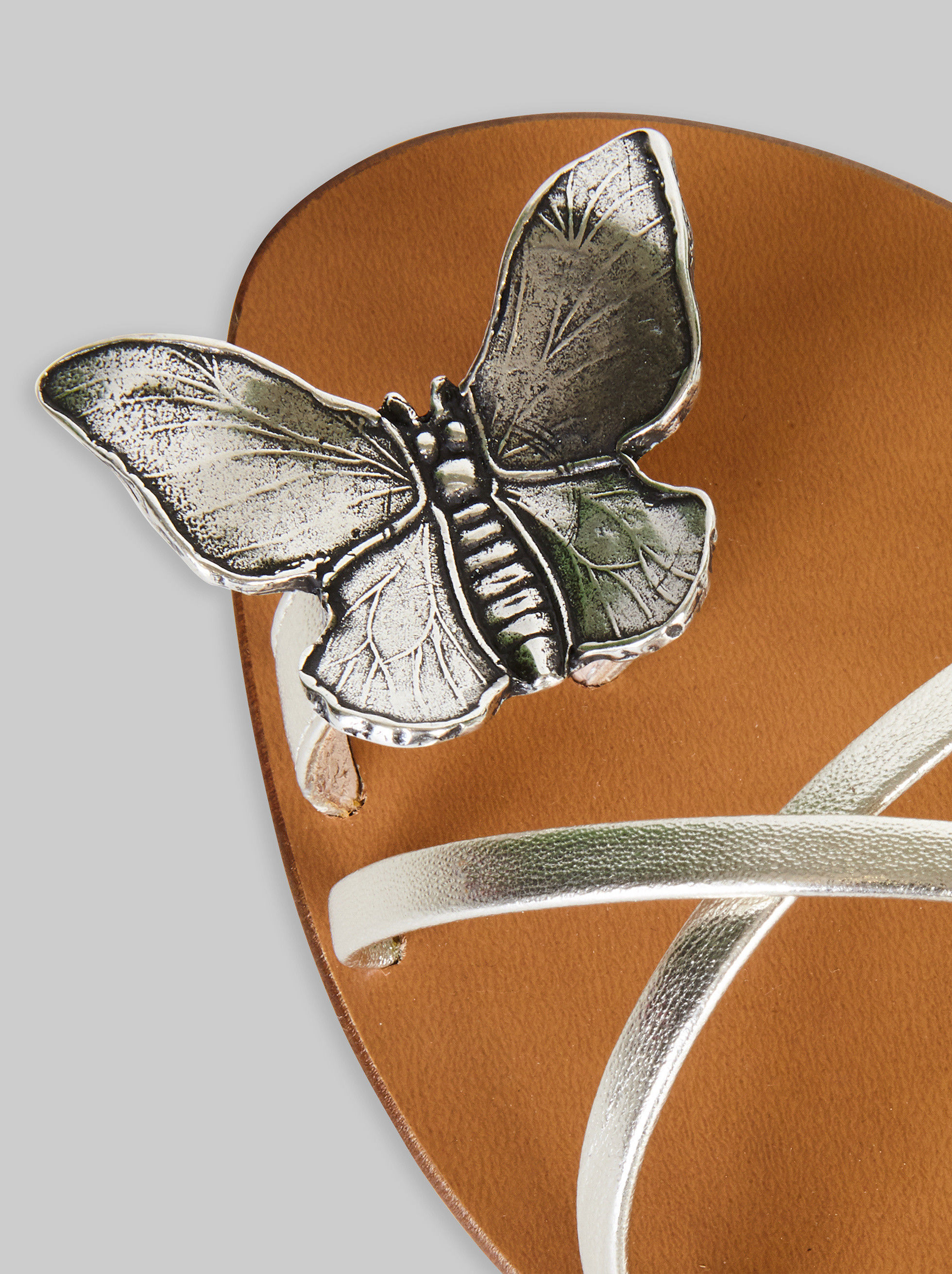 FLAT SANDALS WITH BUTTERFLY DECORATION
