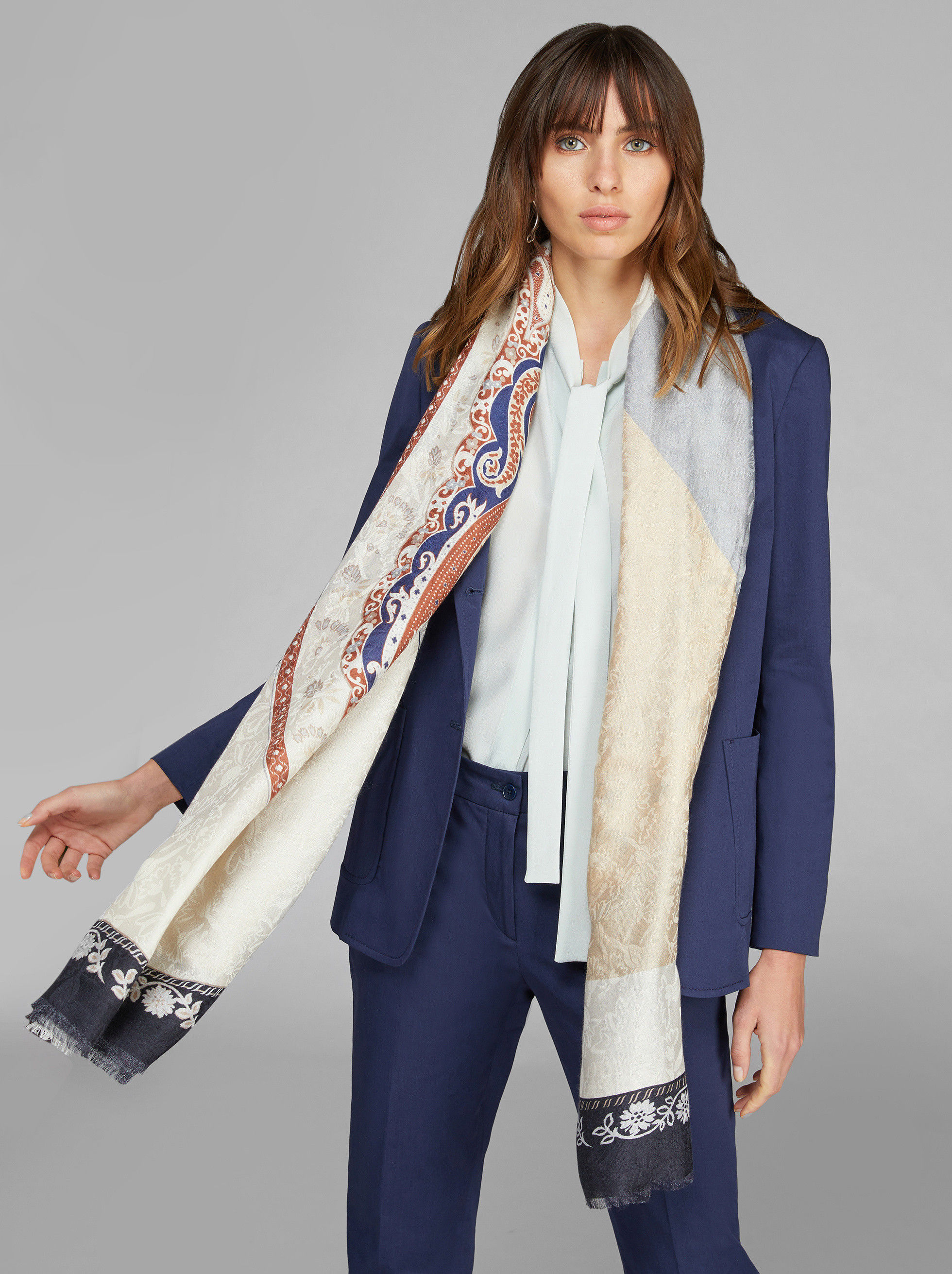JACQUARD SCARF WITH PAISLEY DESIGNS