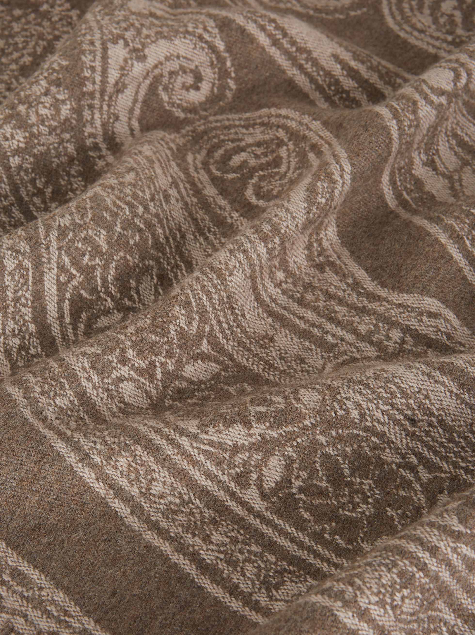 SMALL JACQUARD WOOL BLANKET WITH PAISLEY DESIGN