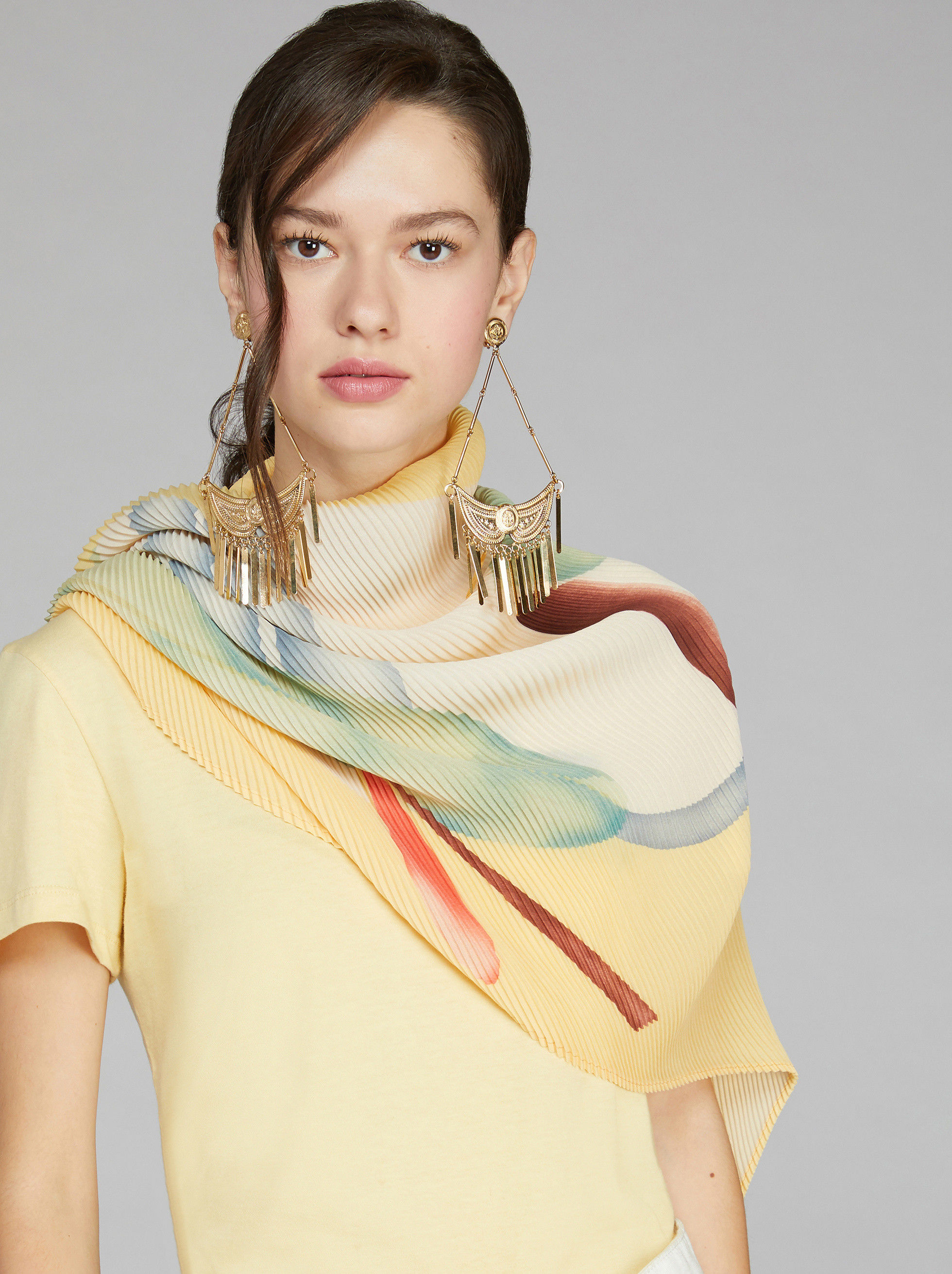 FOLIAGE PRINT PLEATED SCARF