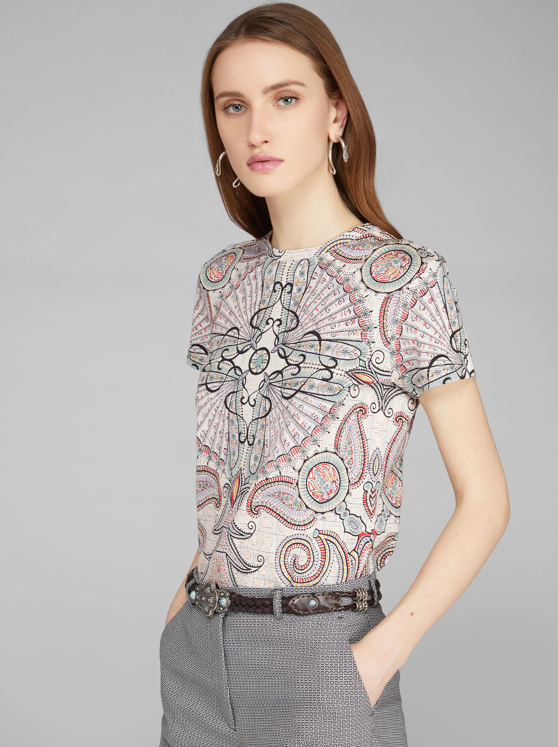 T-SHIRT CON STAMPA PAISLEY
