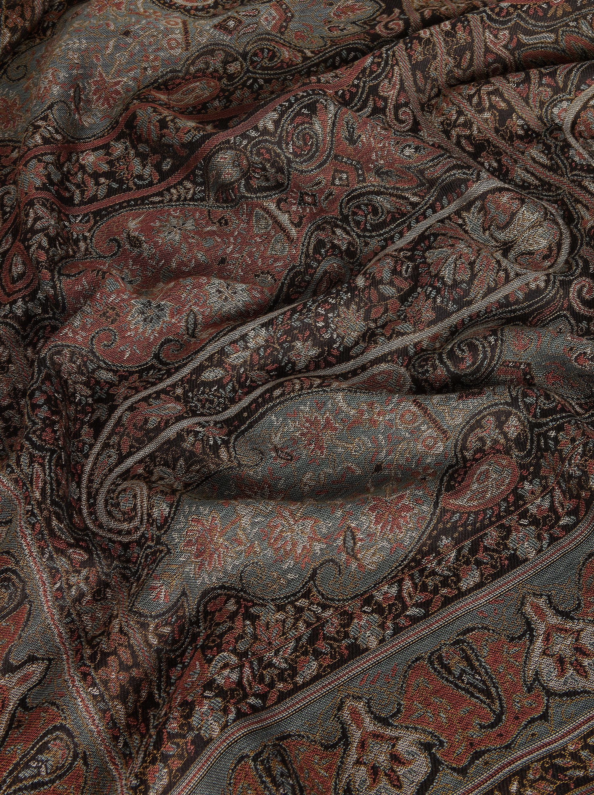 JACQUARD SHAWL WITH PAISLEY PATTERNS