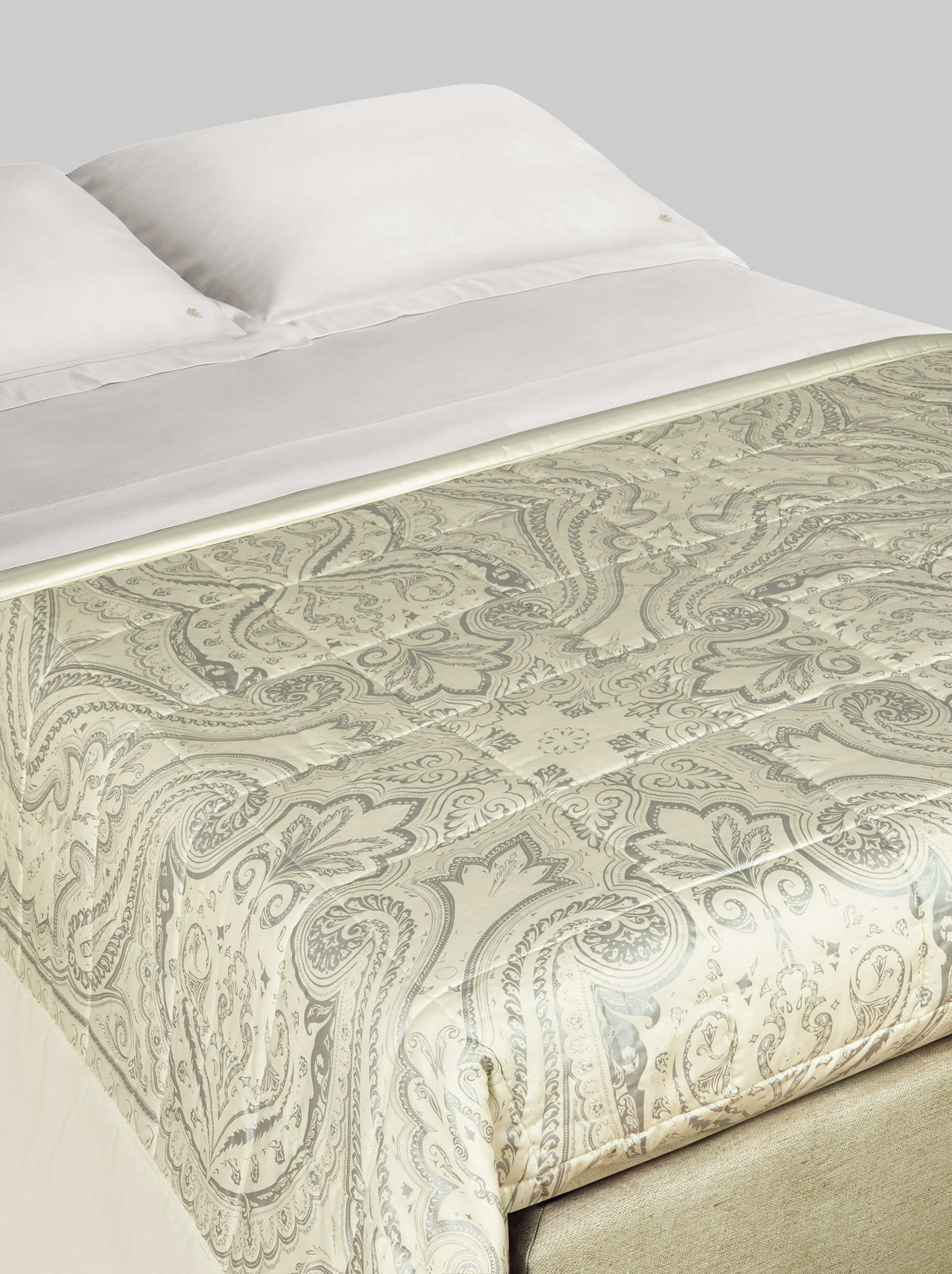 SATIN QUILT WITH PAISLEY DESIGNS