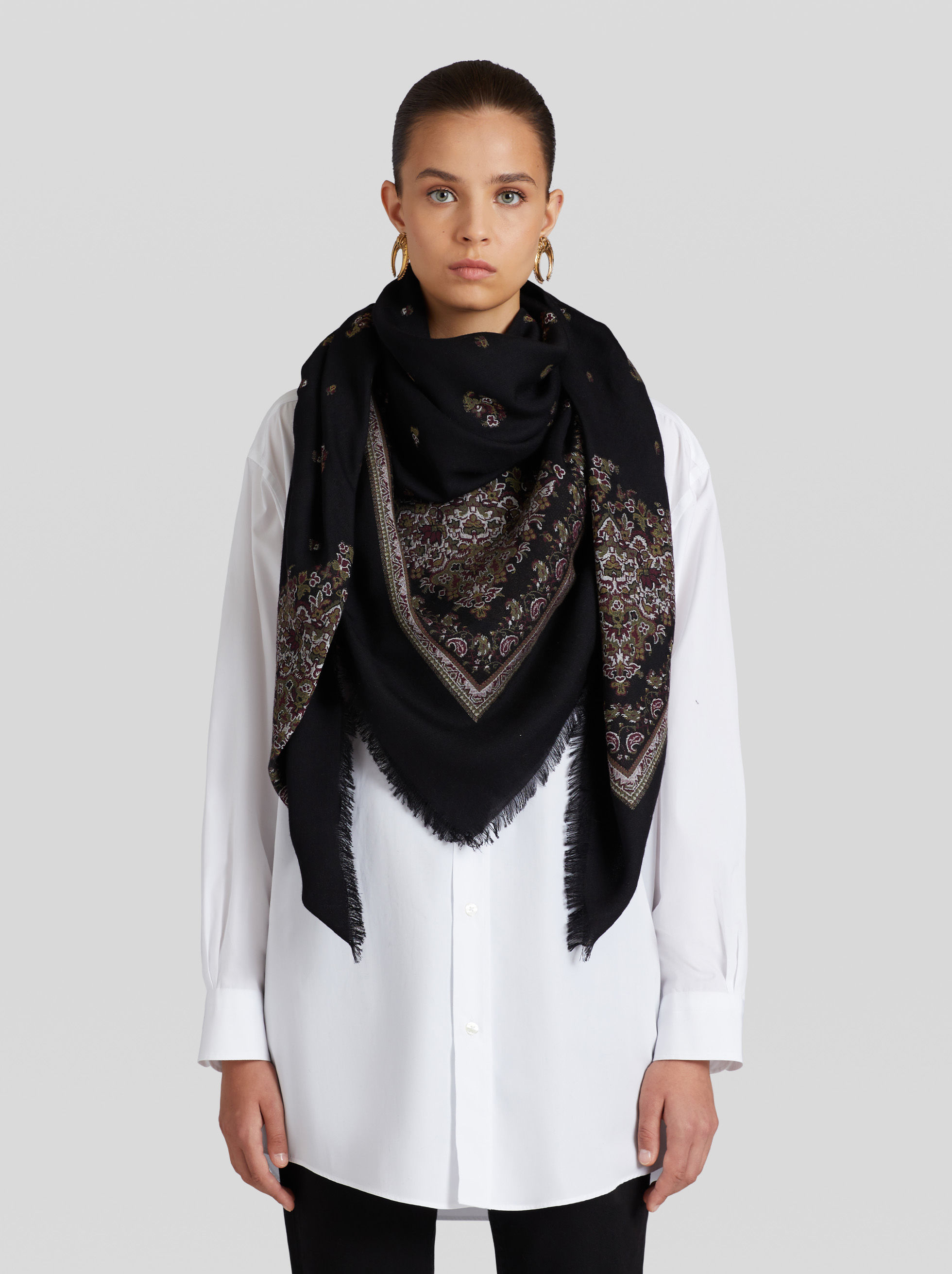 JACQUARD SCARF WITH FLORAL PATTERNS