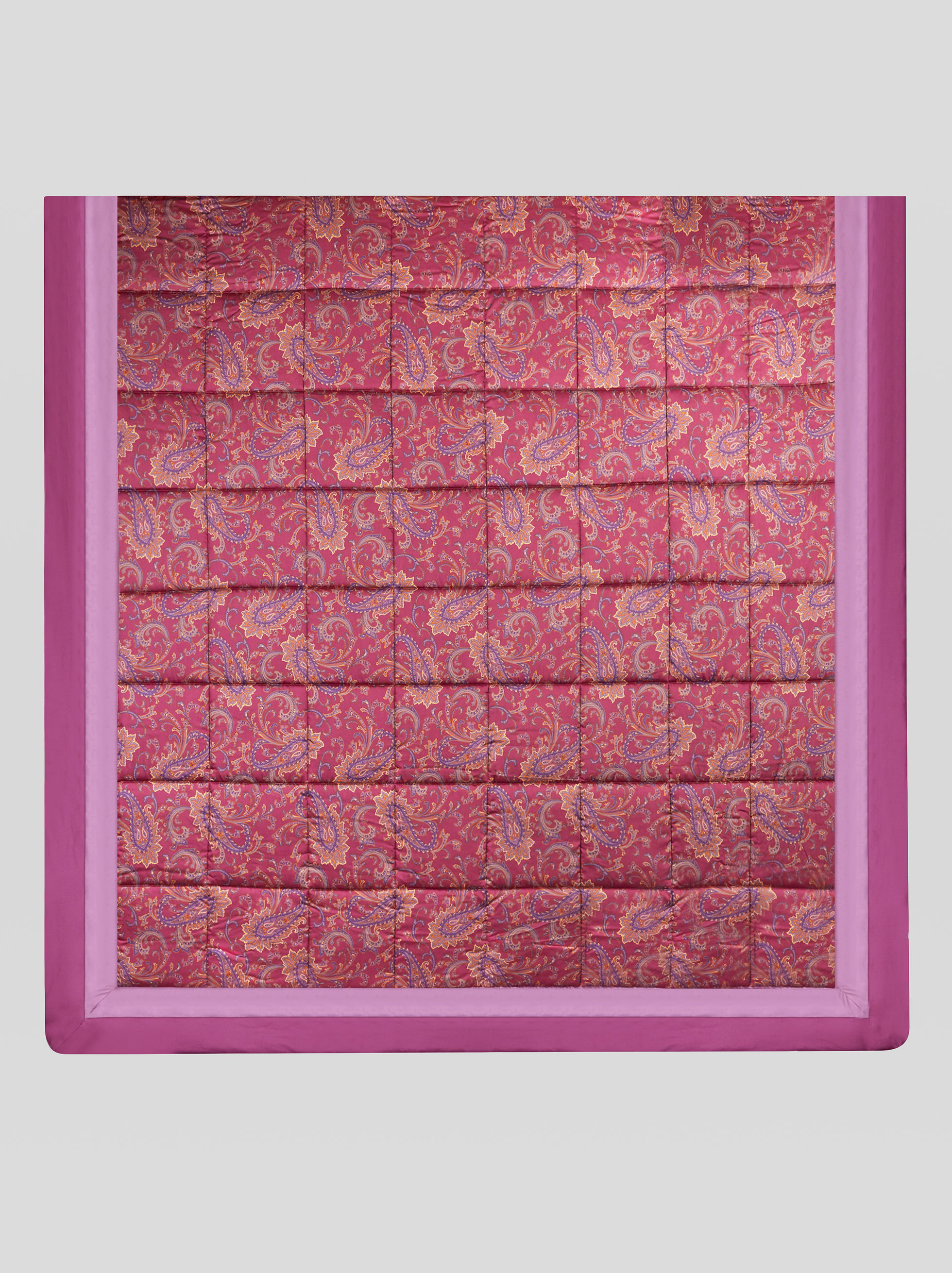 SATEEN QUILT WITH PAISLEY PRINT