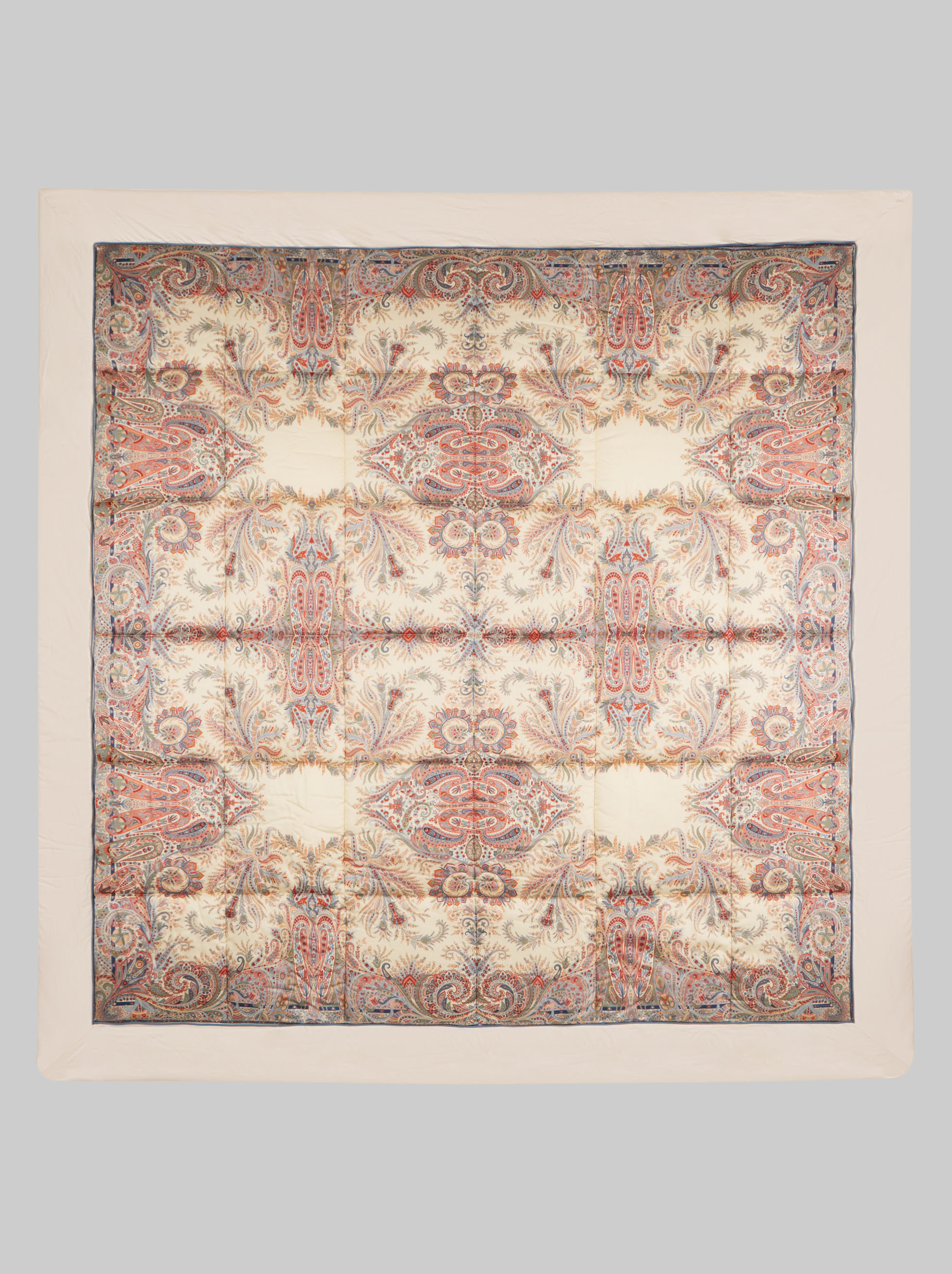 COTTON QUILT WITH LEAFY PAISLEY DECORATIONS