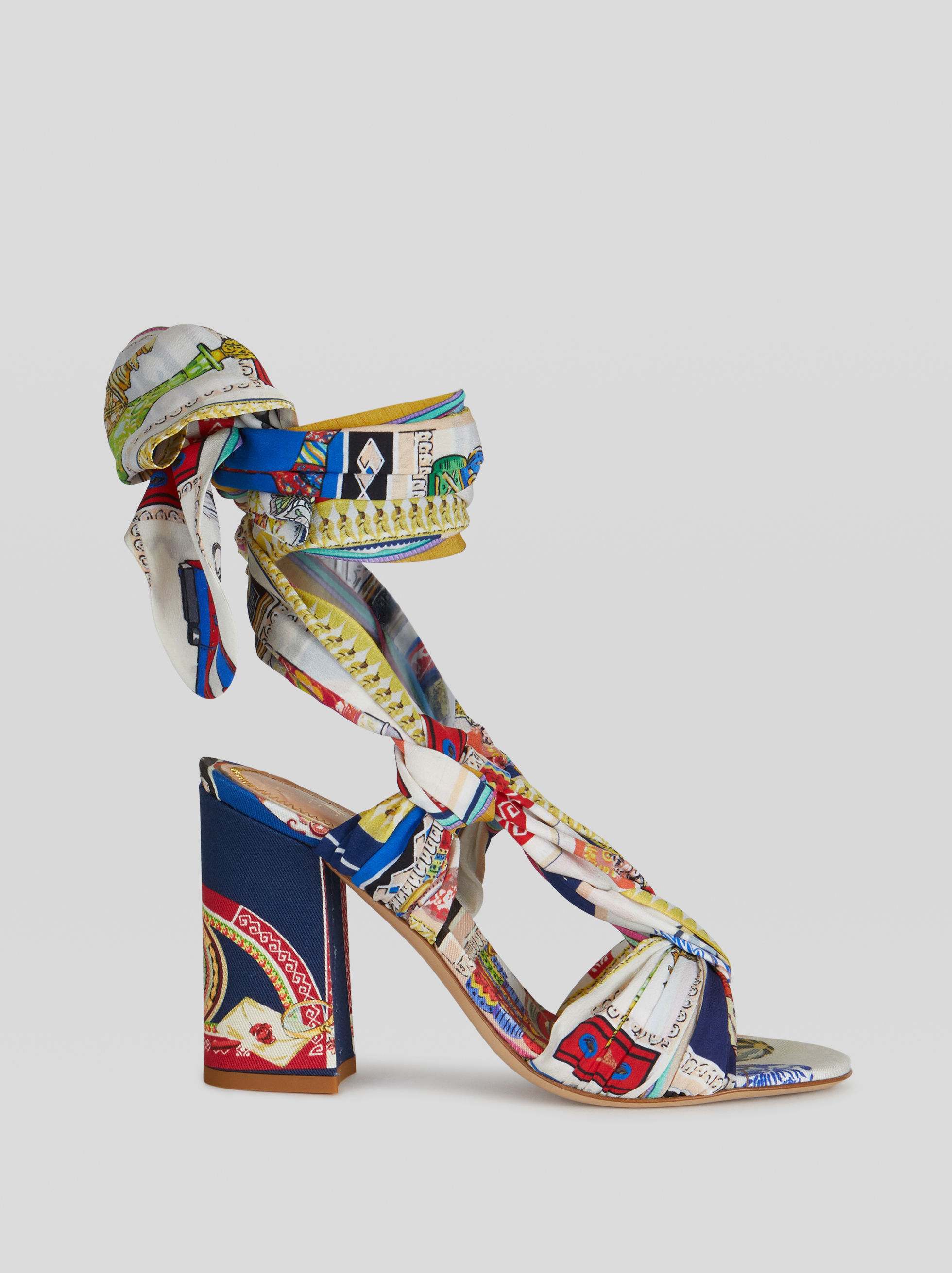 SANDALS WITH NAUTICAL PRINT TAPE