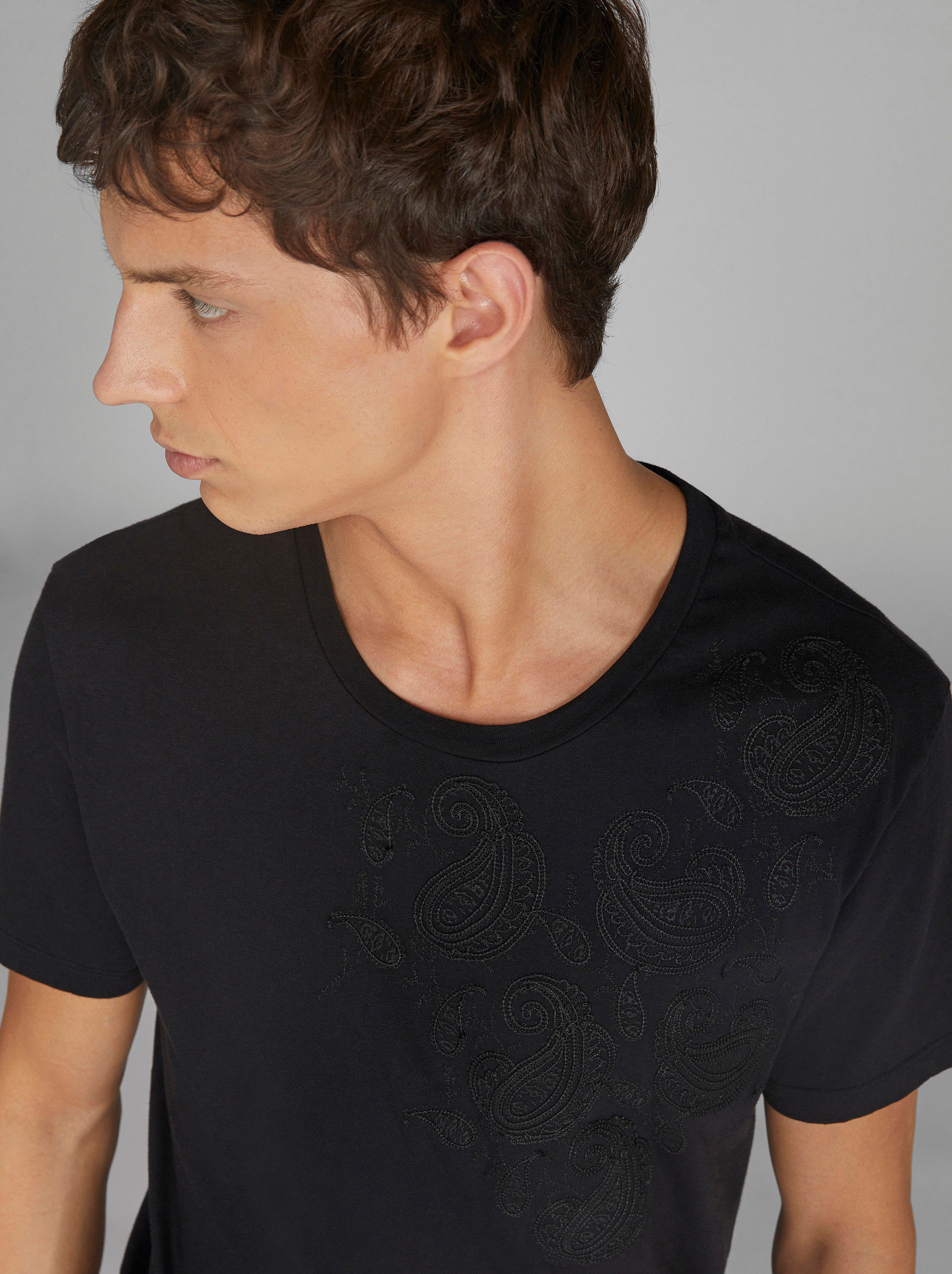 T-SHIRT WITH EMBROIDERED PAISLEY PATTERN