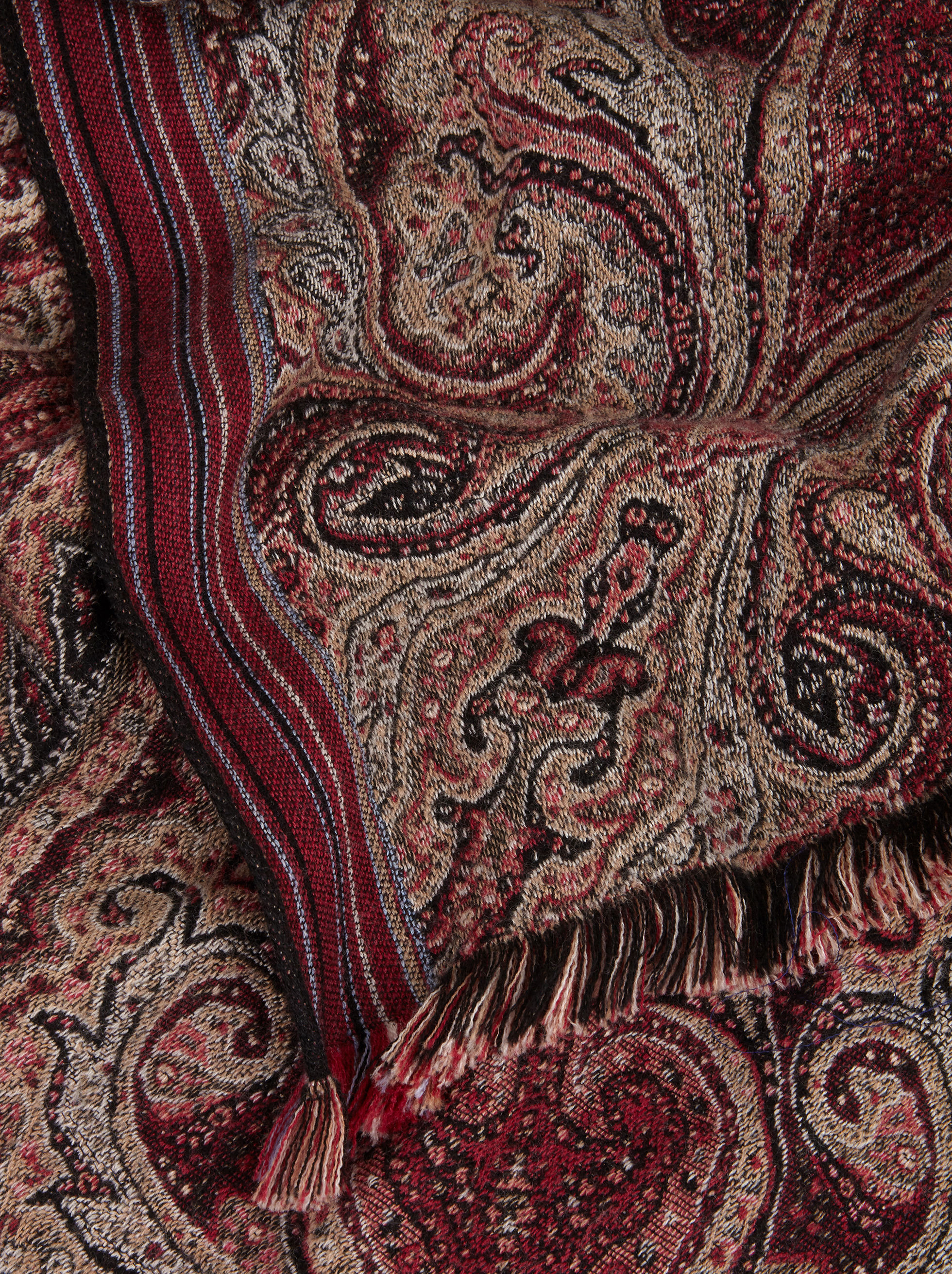 JACQUARD CAPE WITH PAISLEY PATTERNS