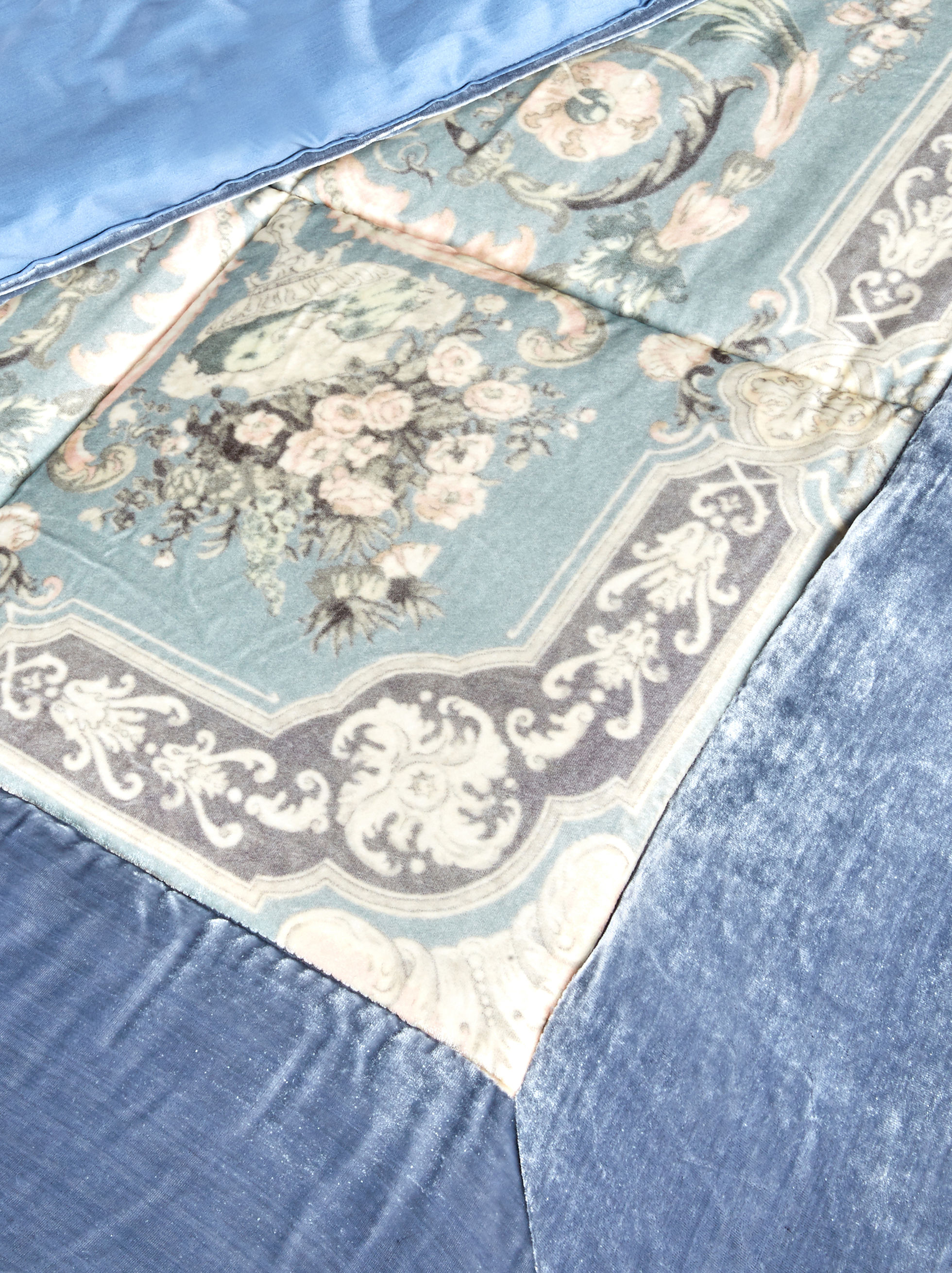 SILK VELVET QUILT WITH ORNAMENTAL PRINT