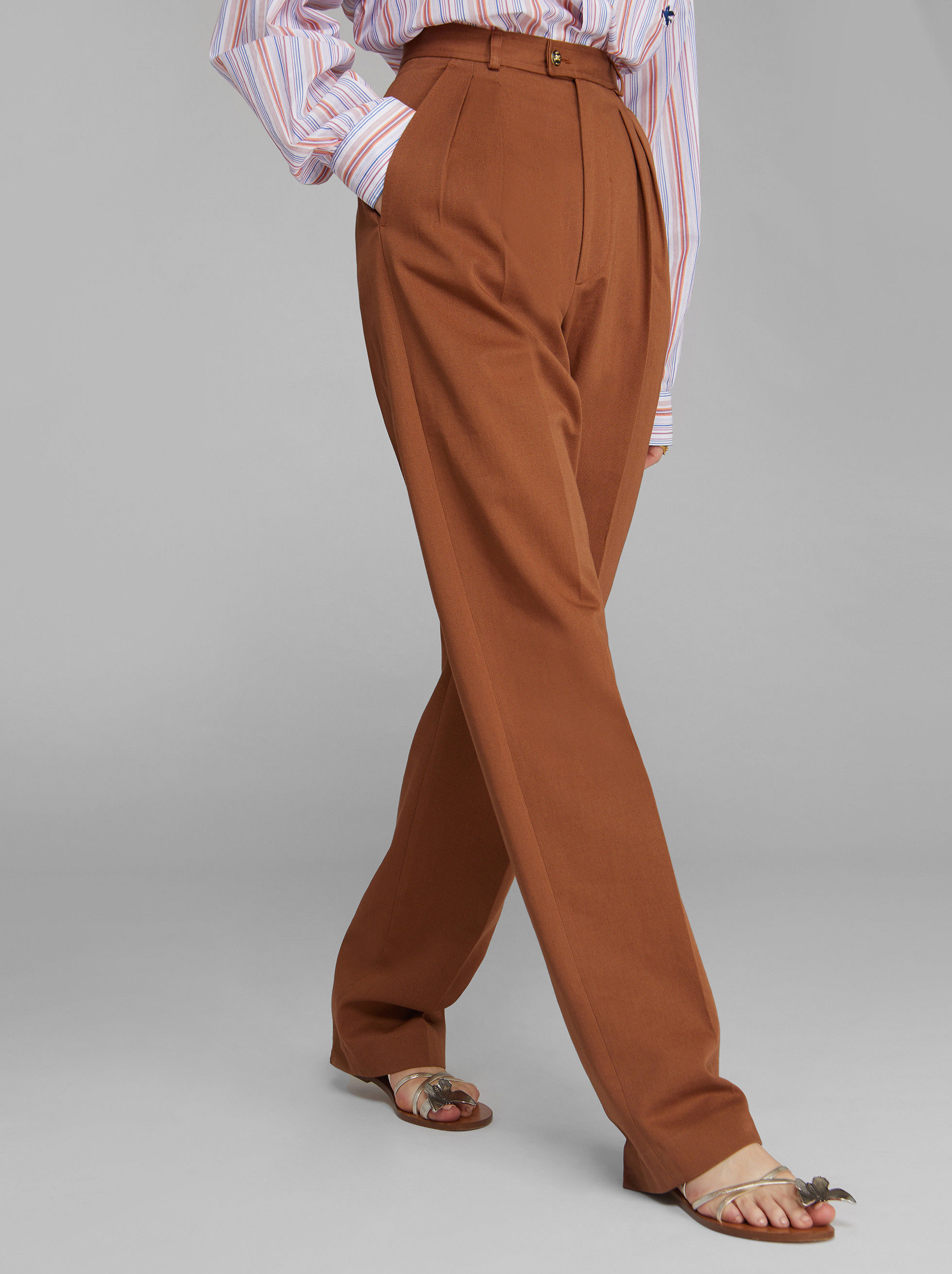 TROUSERS WITH TUCKS