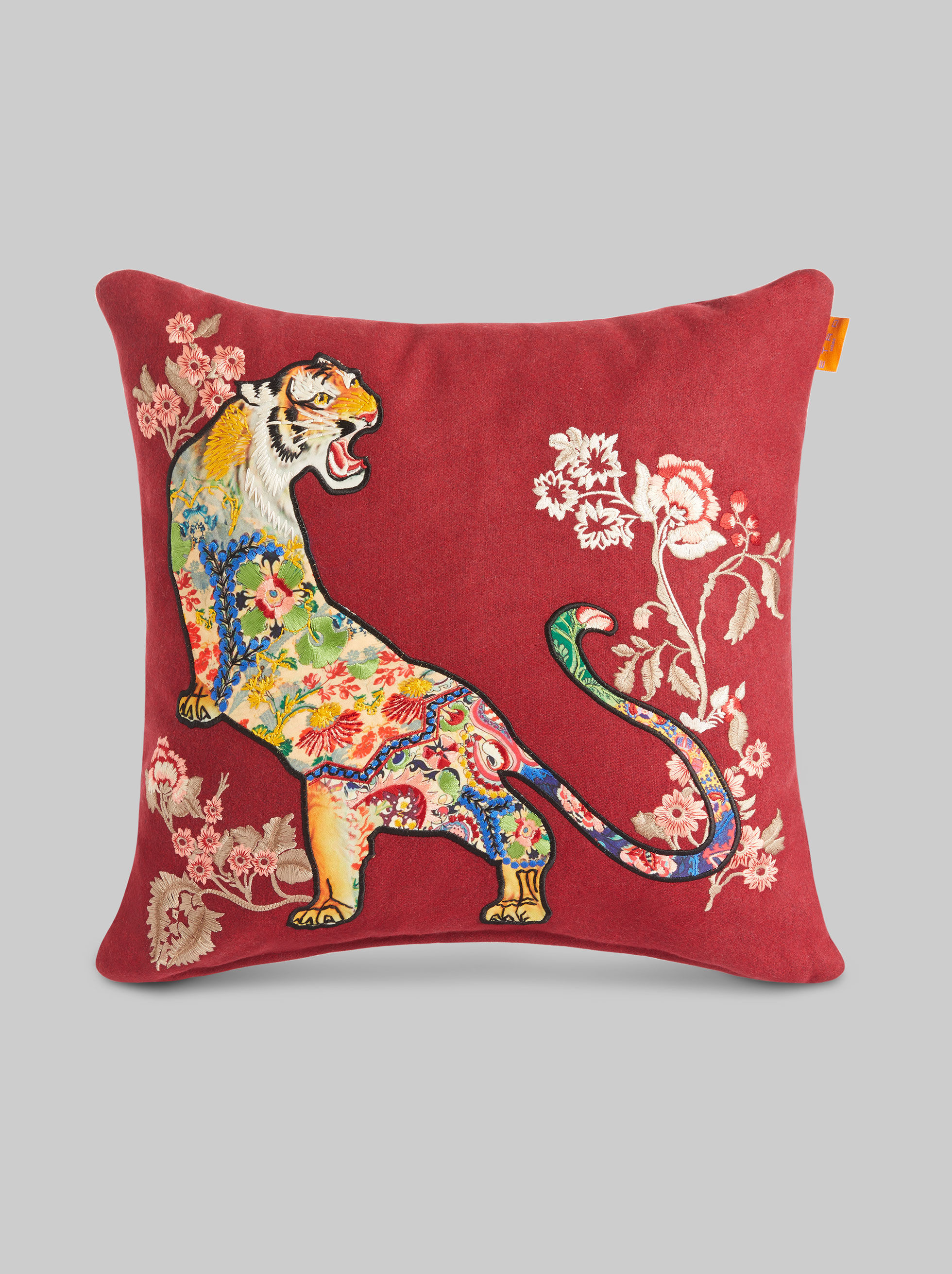 THROW PILLOW WITH EMBROIDERY