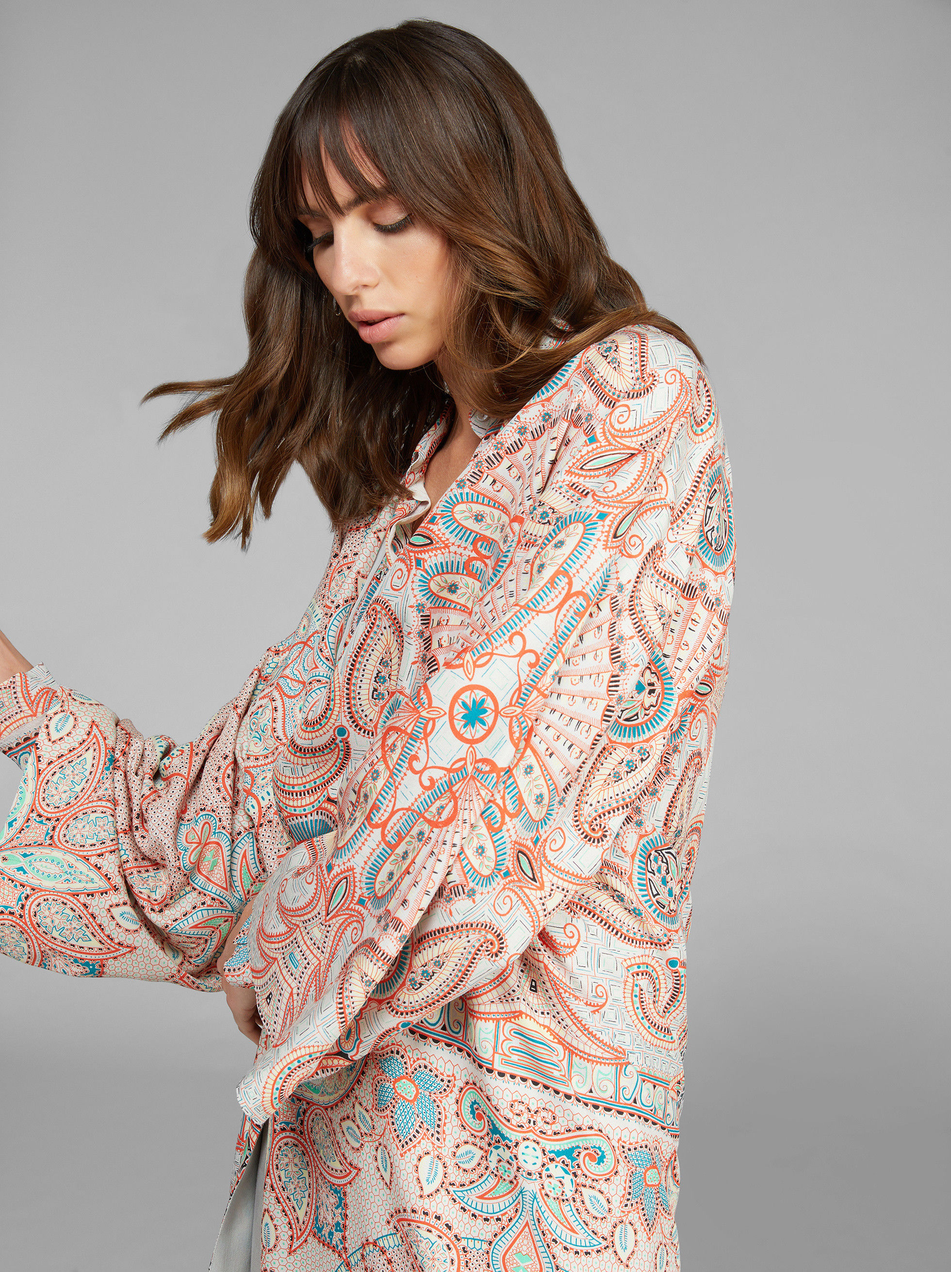 LIGHT PAISLEY PRINT SILK COAT